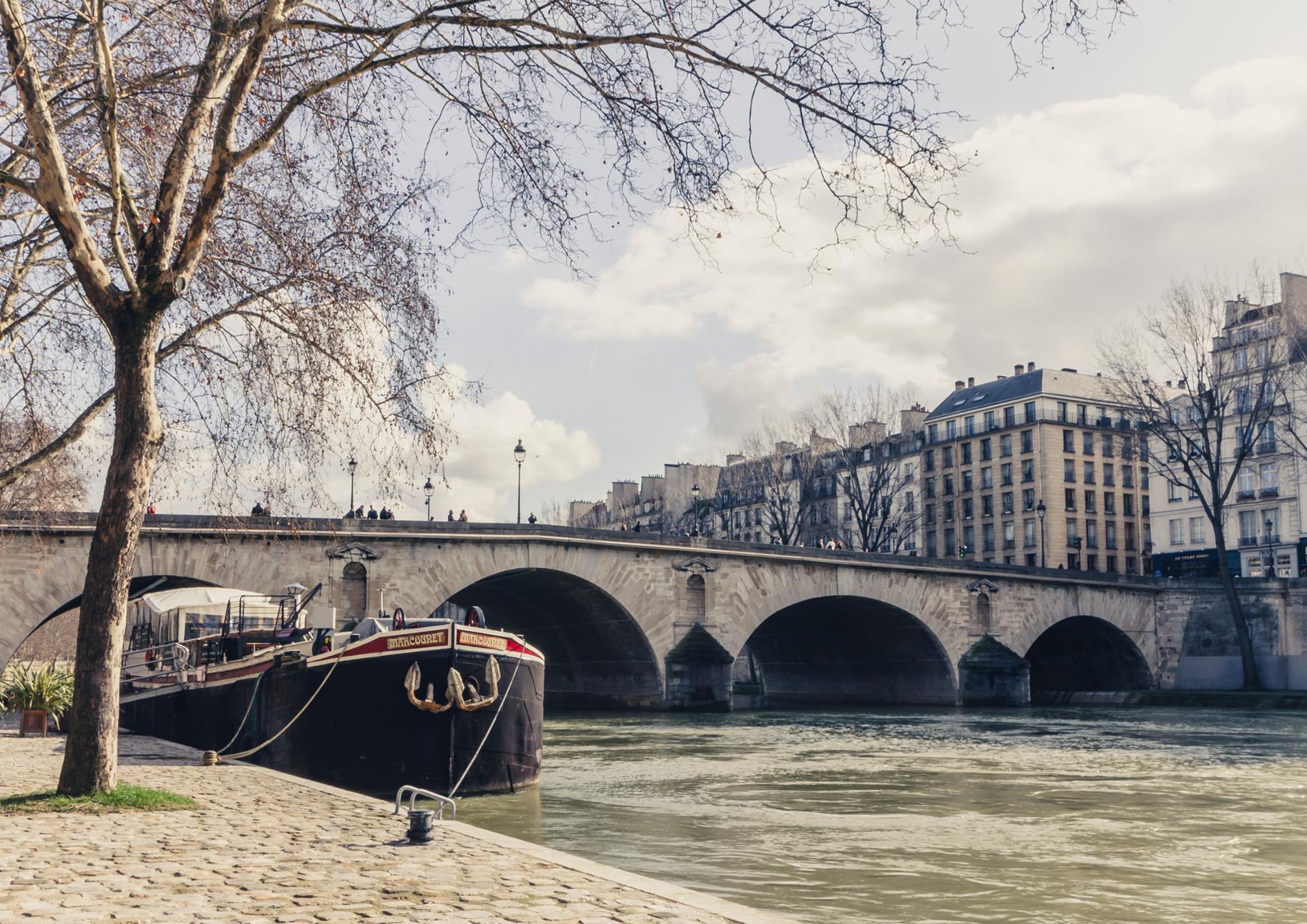 La Scène De Paris
