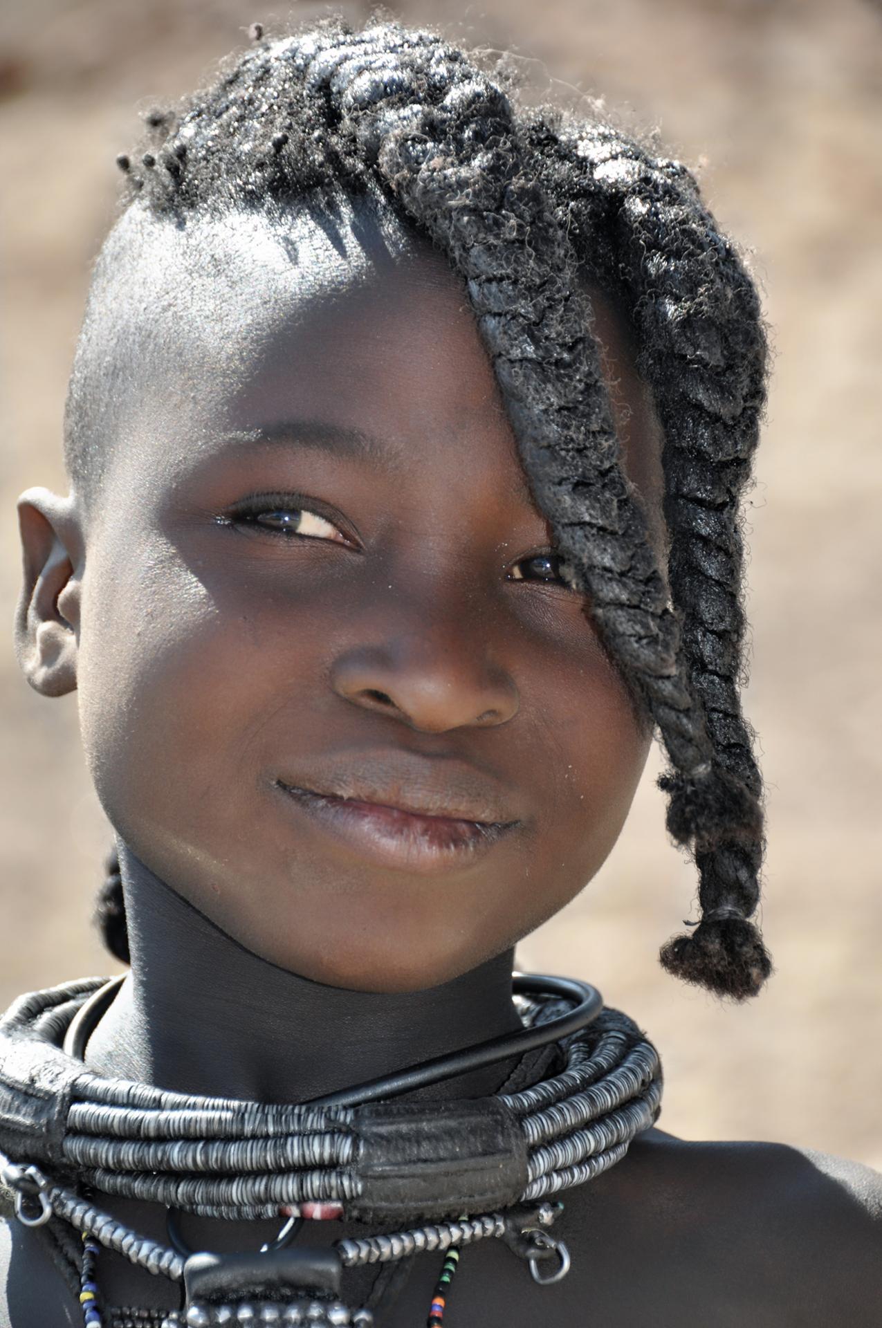 Fière Himba, parée et coiffée...(Epupa, Namibie)
