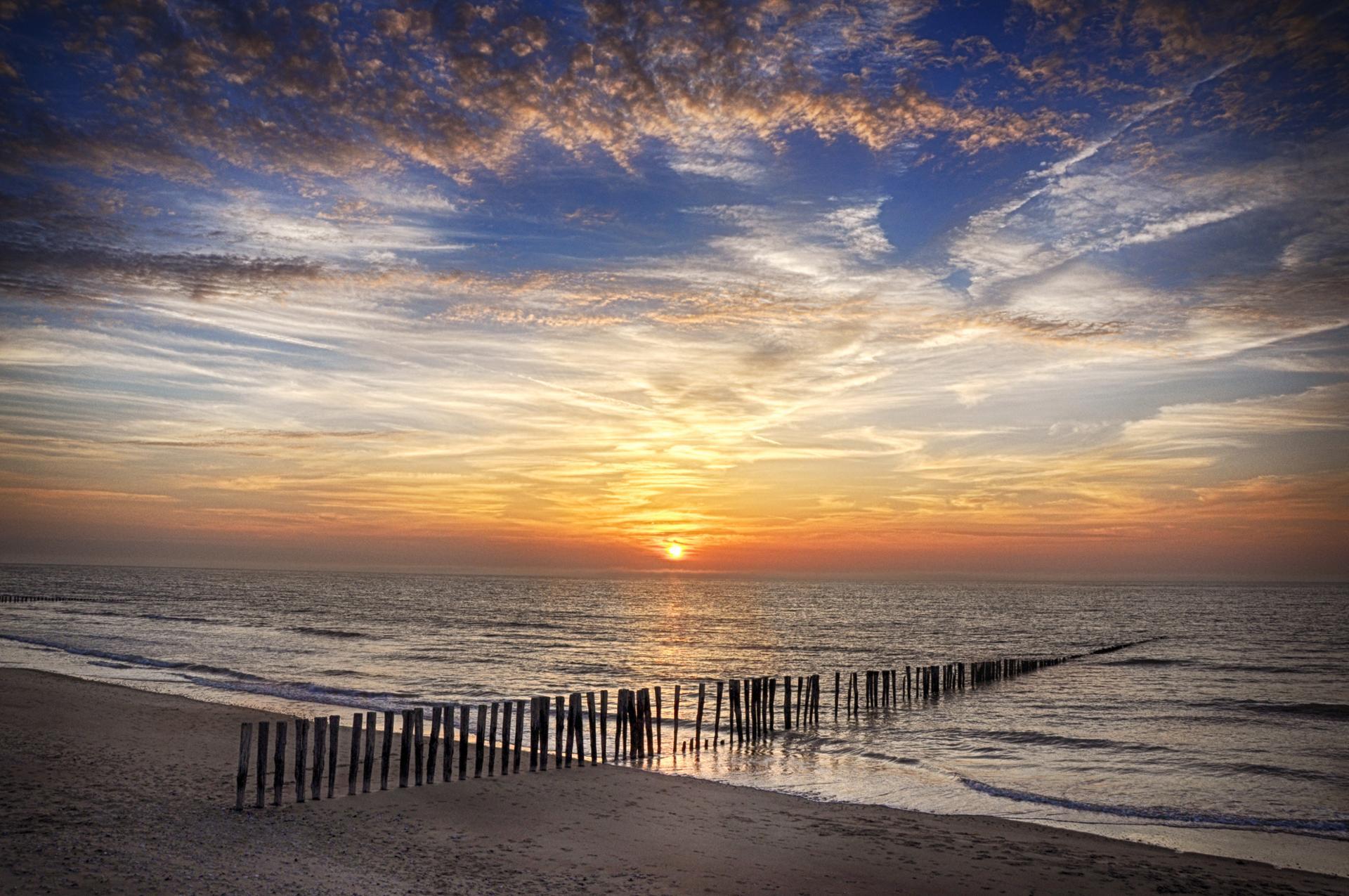 Féérie d'un coucher de soleil à l'horizon...
