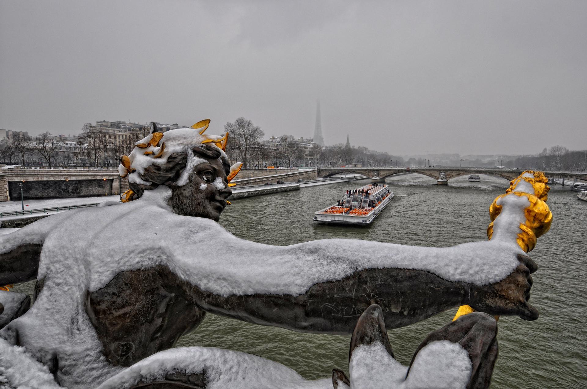 Blizzard sur la ville - Pont Alexandre III, Paris