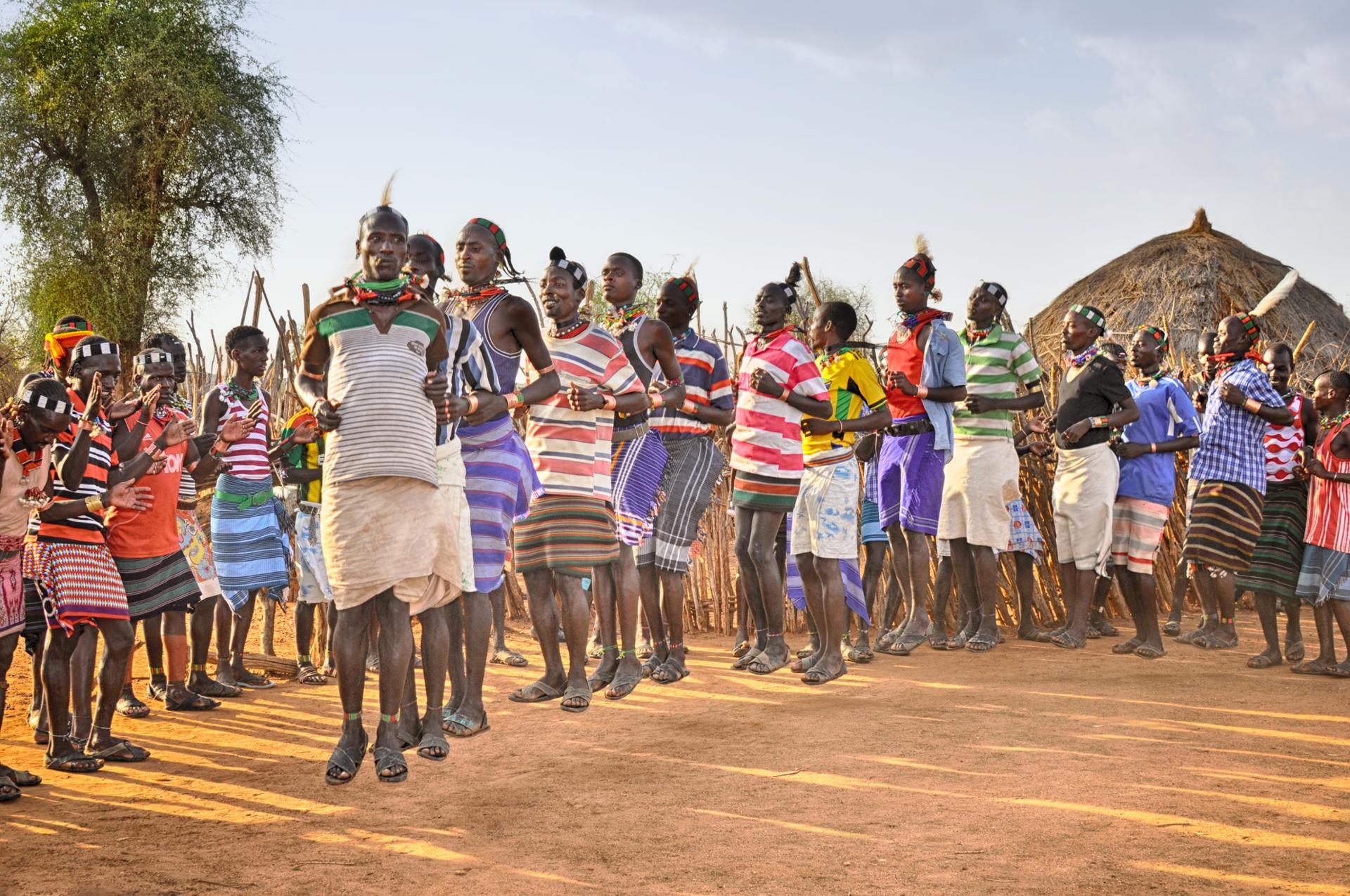 Instant figé  (Danseurs de la tribu Hamer lords d'une cérémonie de mariage. Vallée de l'Omo, Ethiopie)