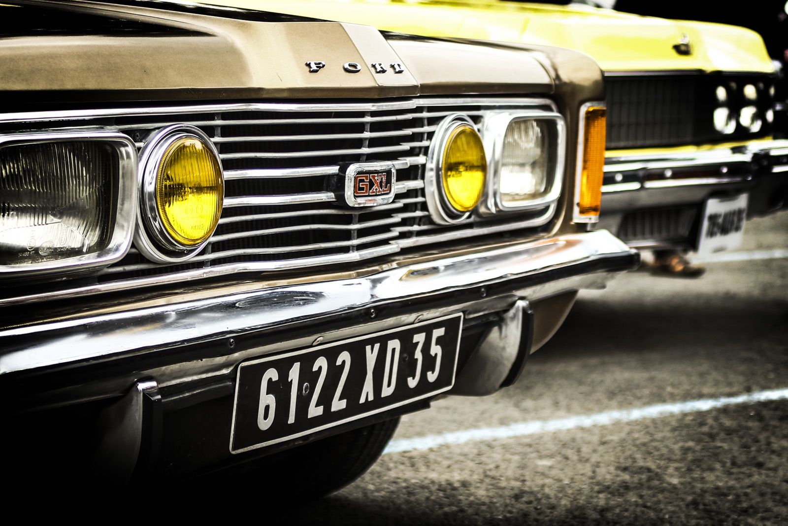 Deux vieilles ford taunnus, voiture préférée de Frank Dubosc