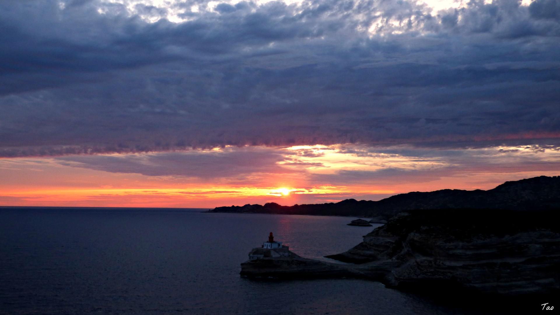Coucher de soleil sur le phare de la Madonetta