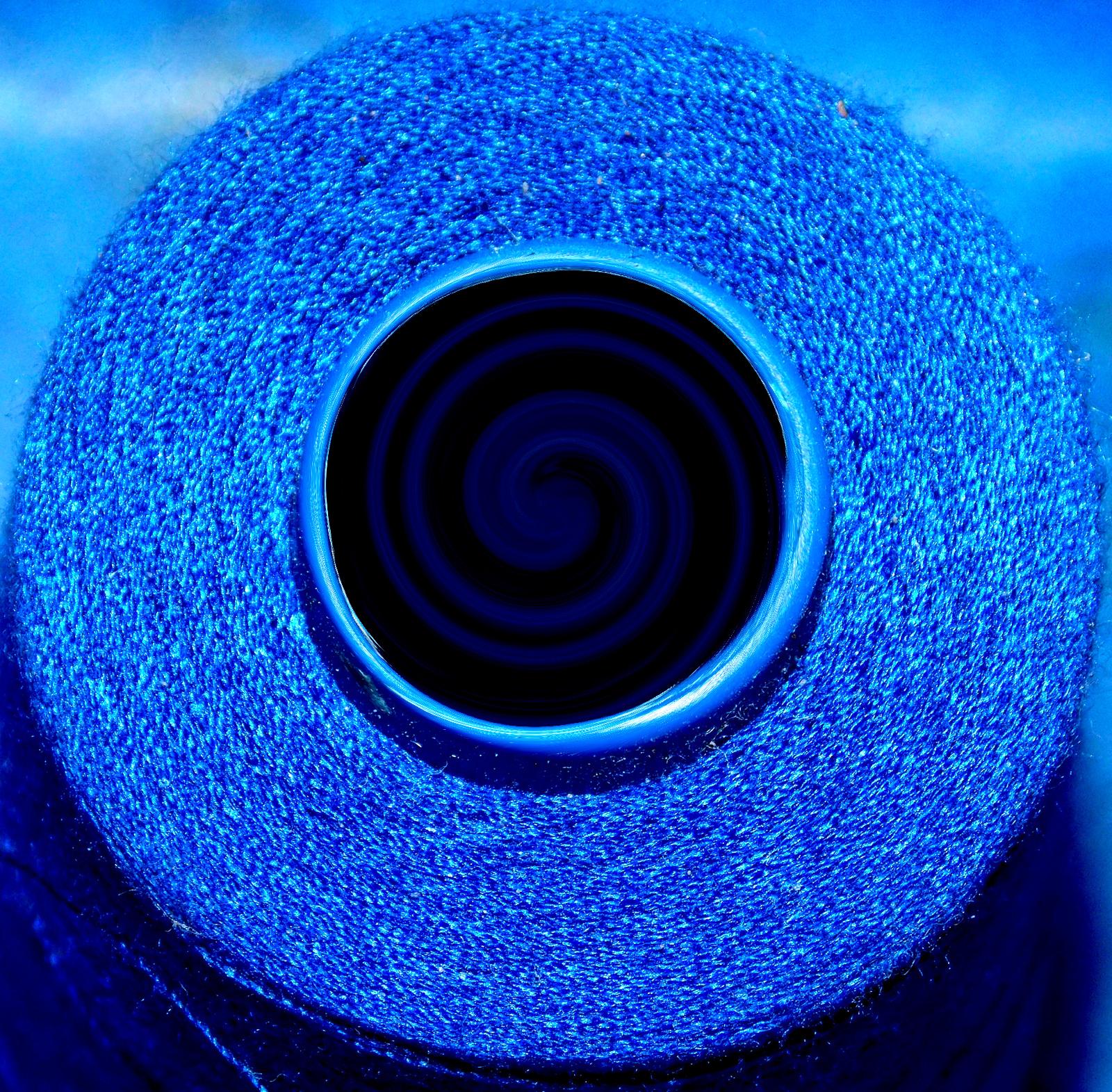 Le fil bleu .