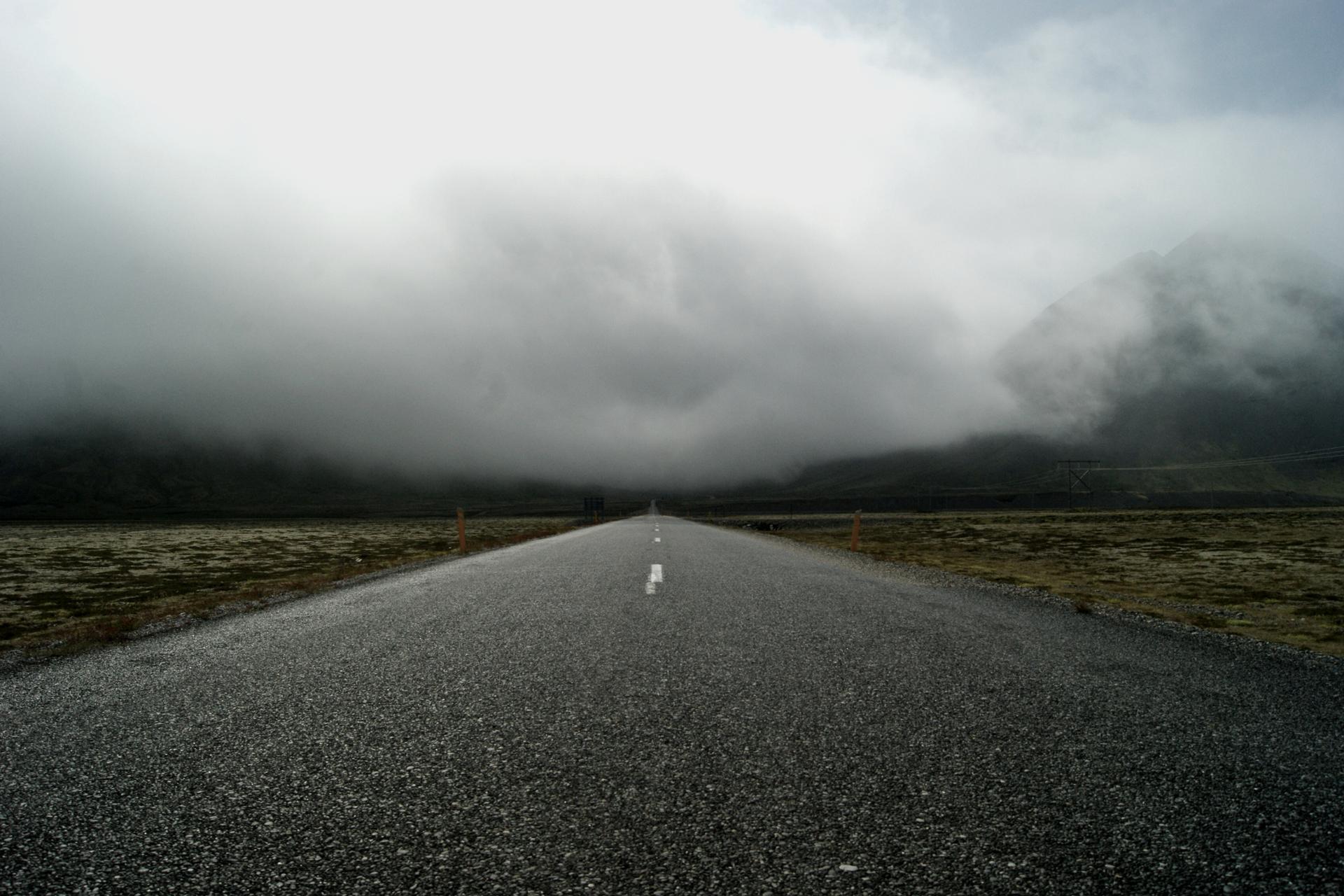 « C'est l'incertitude qui nous charme. Tout devient merveilleux dans la brume. » Oscar Wilde
