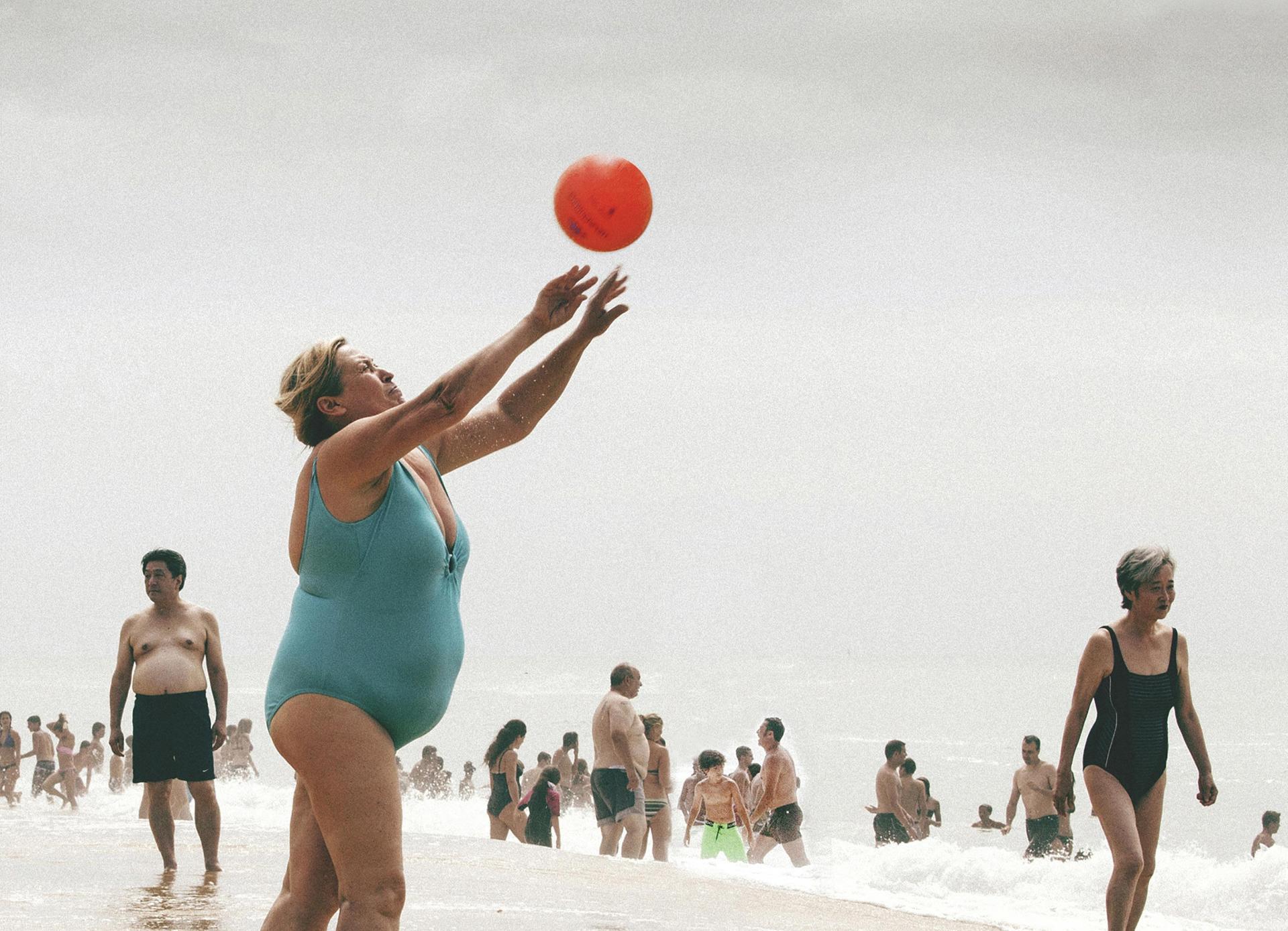 La dame qui joue au Ballon