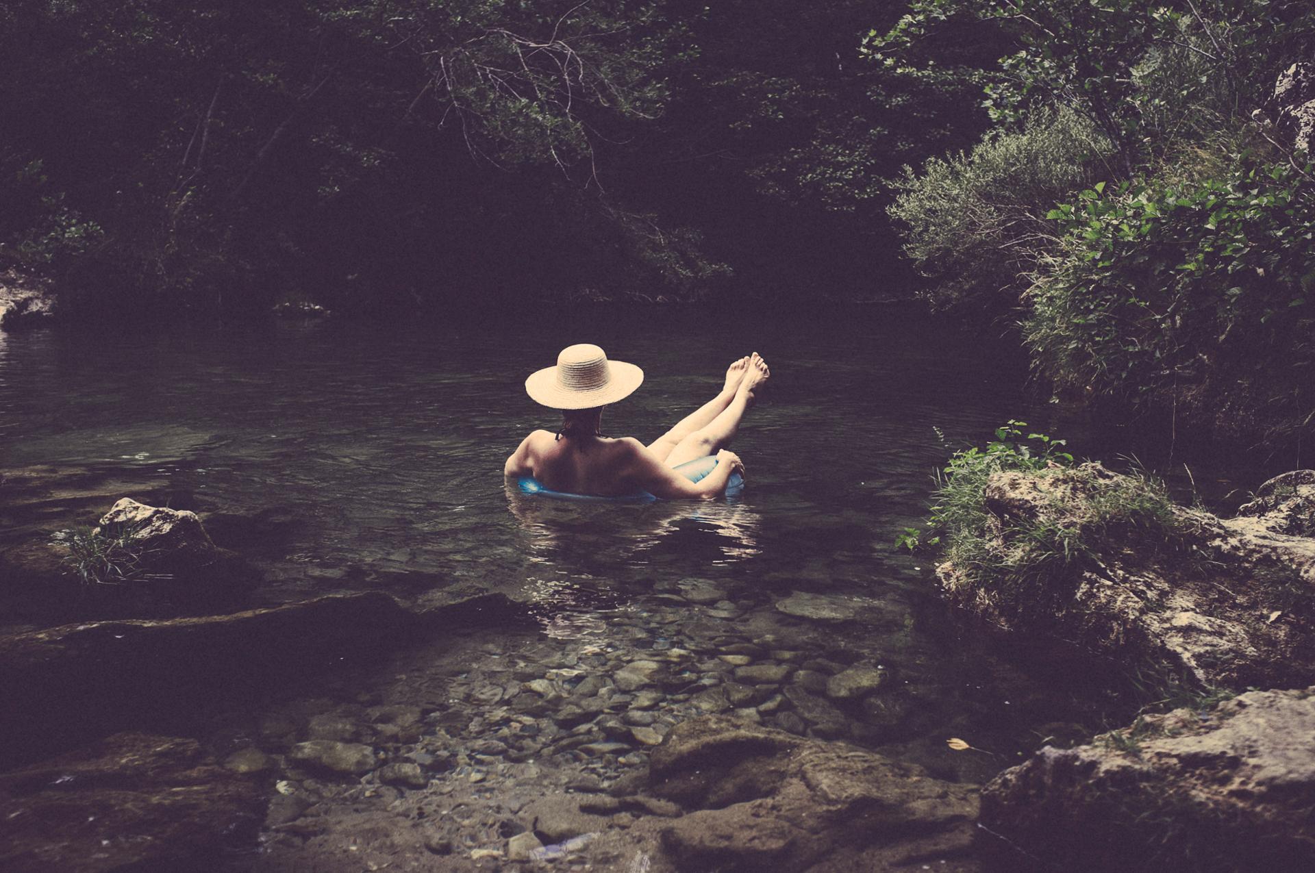 Nel corso d'acqua.