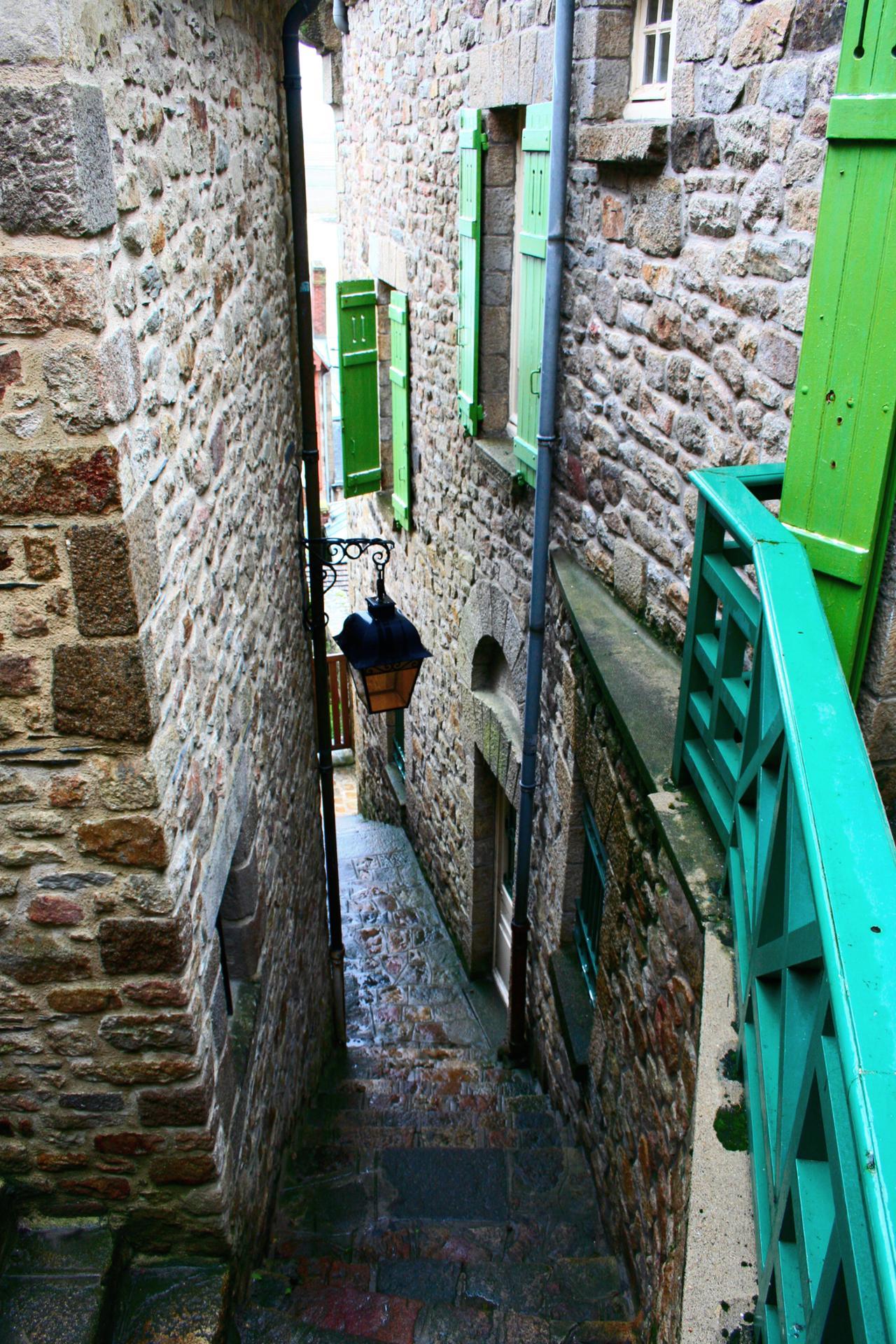 Ruelle colorée du Mont Saint Michel