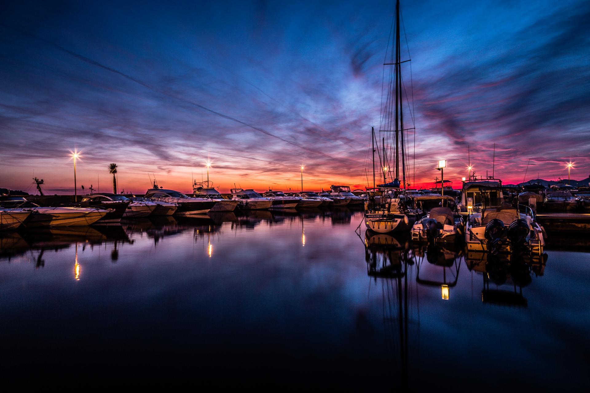 Bonne Année à Tous. Soleil couchant sur le port Gallice. 2 Janv 2015