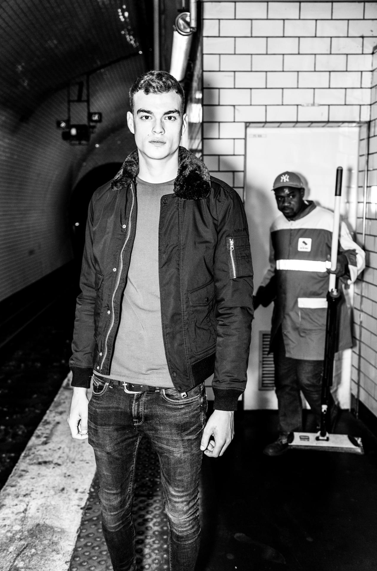 Brice dans le métro