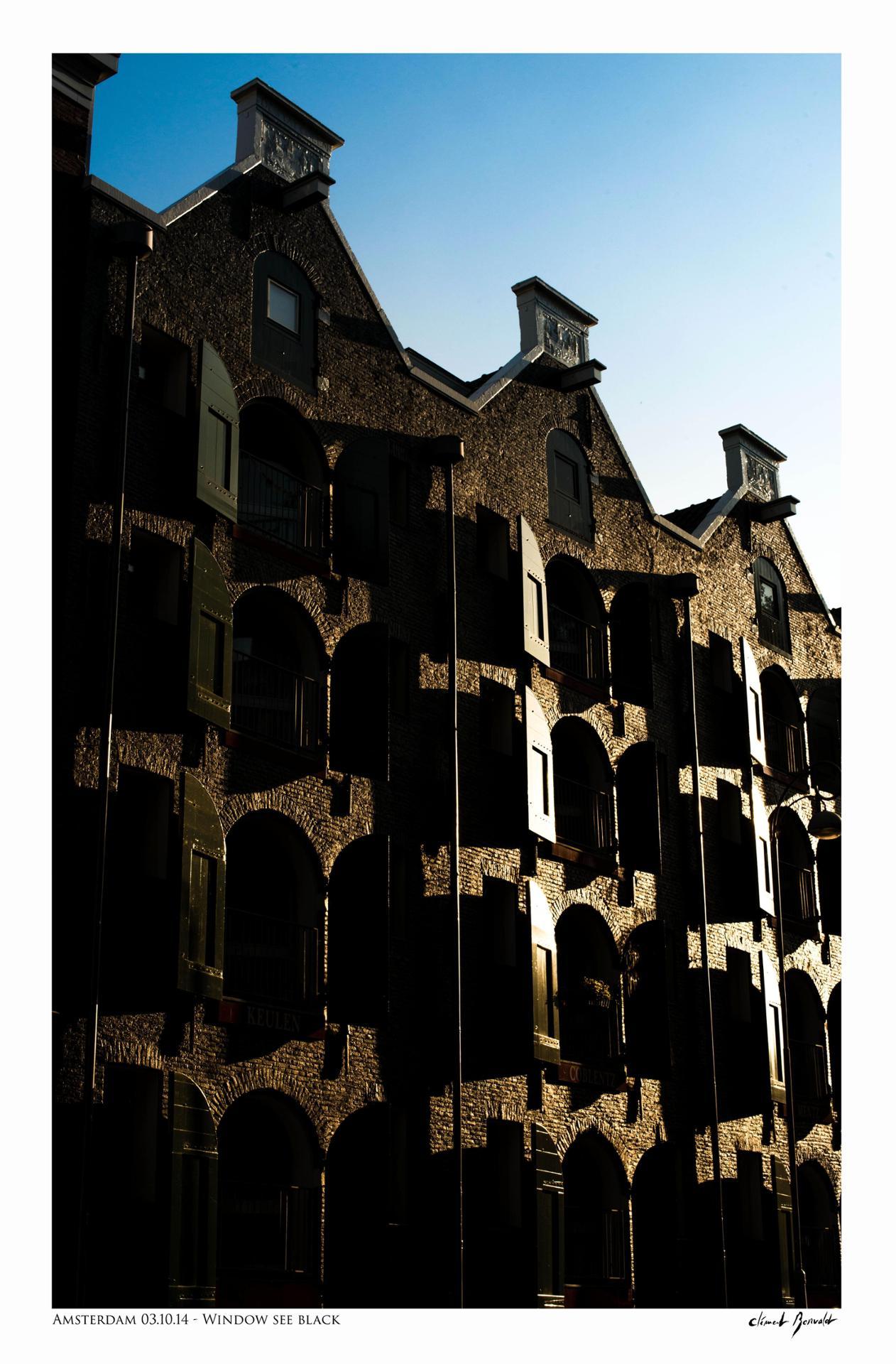 Amsterdam - Window see black © Clement Bonvalot copie.