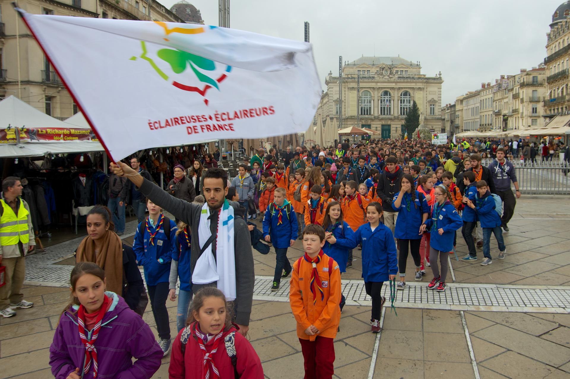 Premier rassemblement non-confessionnel, dimanche 14 décembre 2014, sur l'Écusson au centre de Montpellier. eedf.