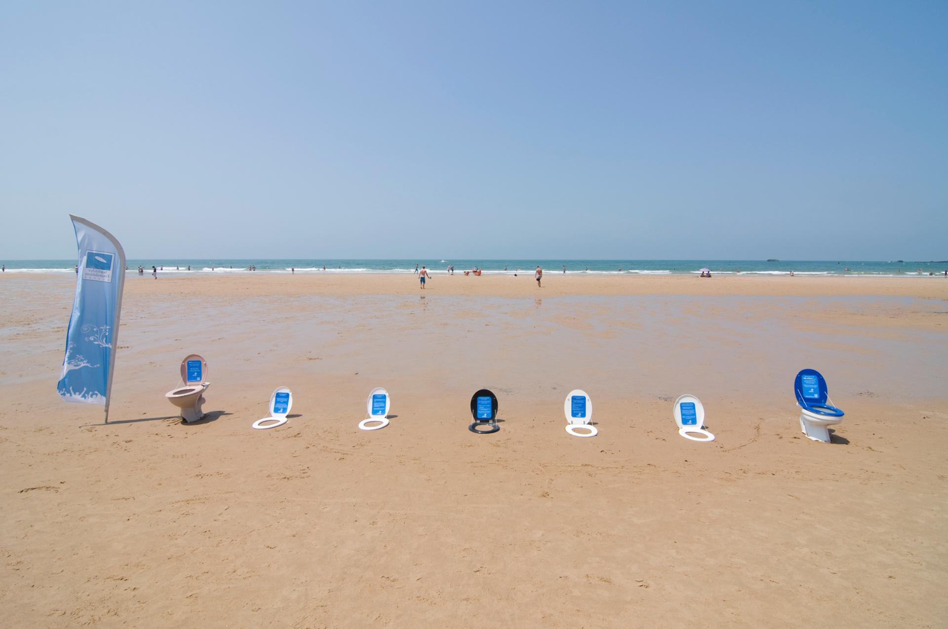 Des toilettes à la mer