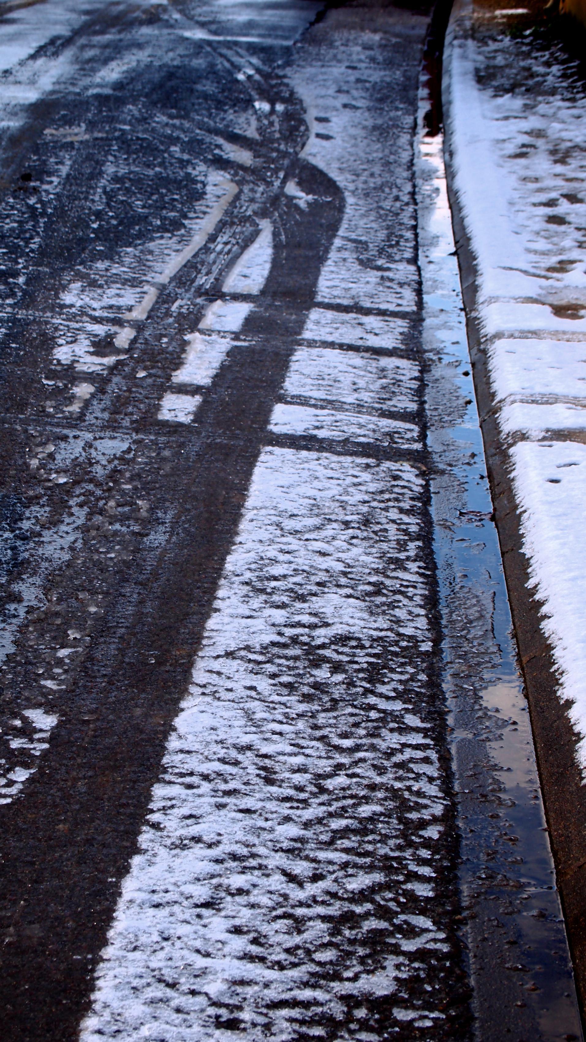 Empreintes dans la neige.
