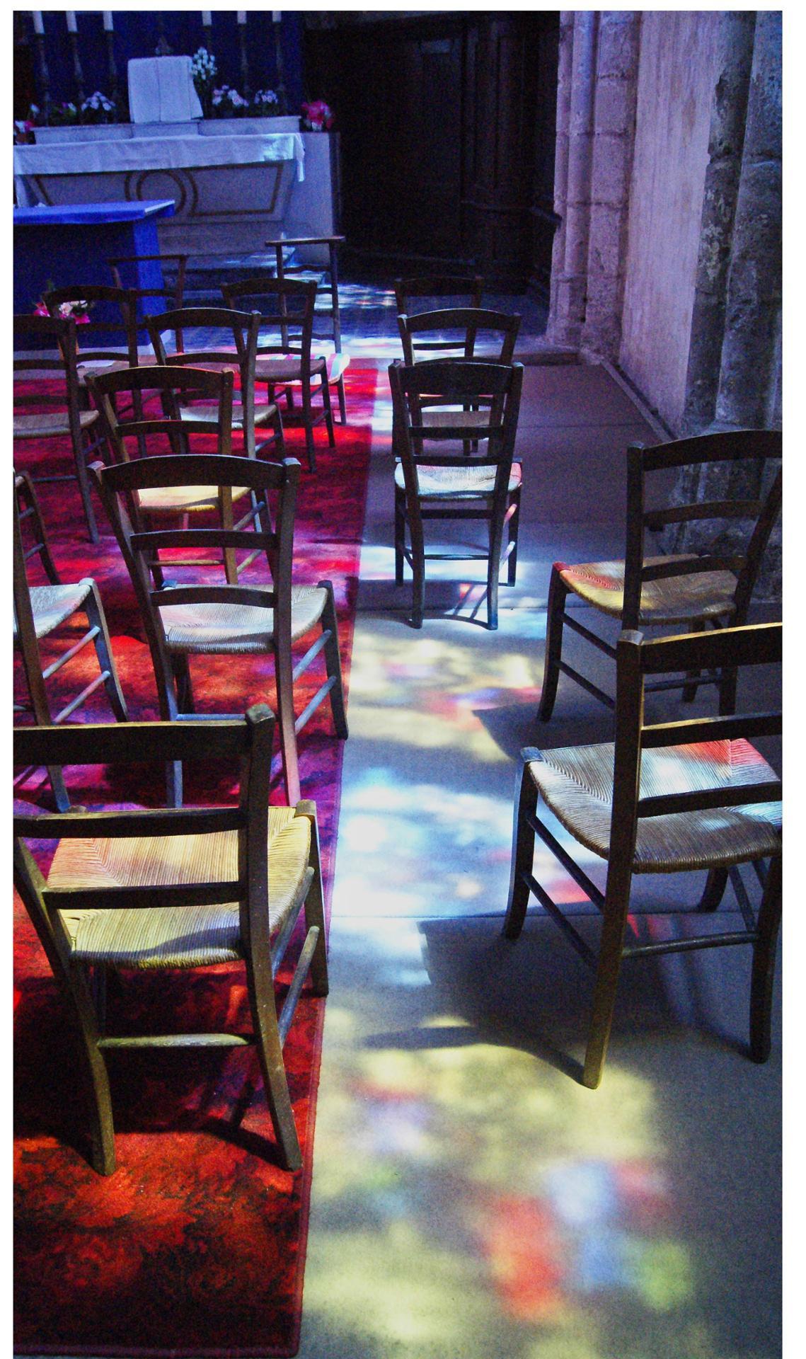 Chaises en couleurs