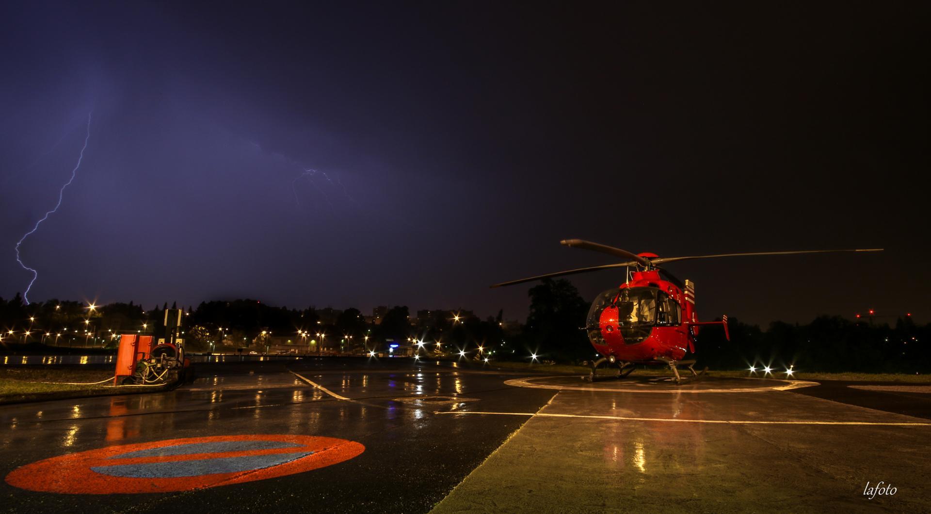 orage et hélicoptère