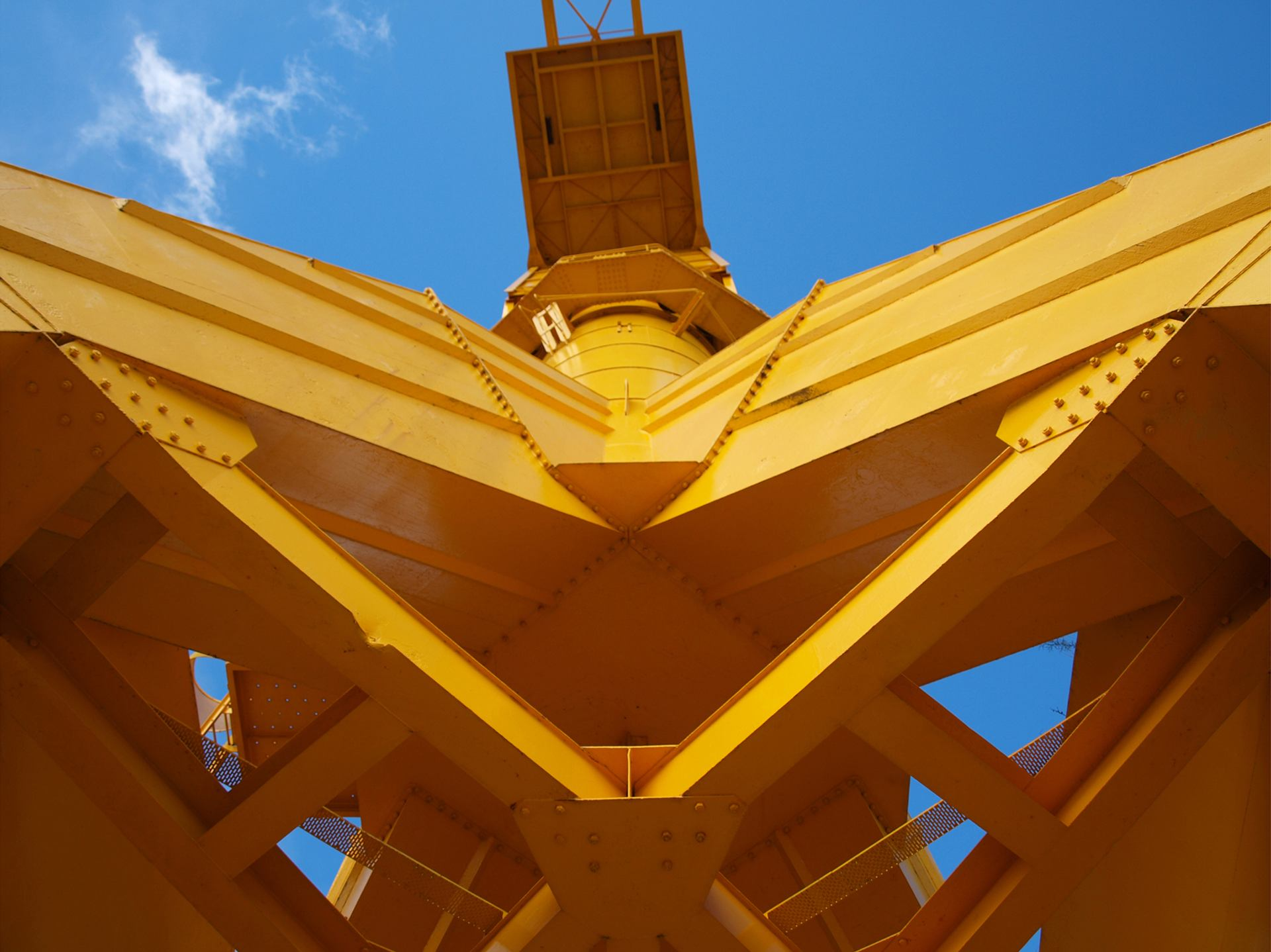 Grue Titan jaune de Nantes