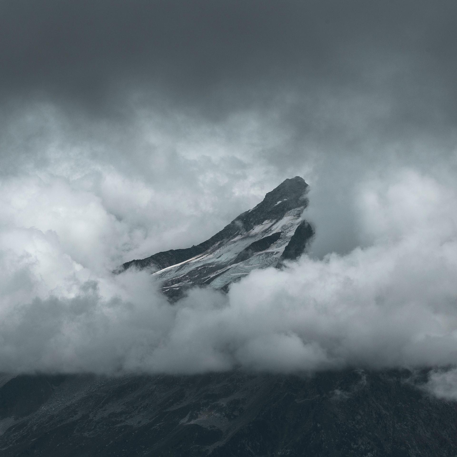 A travers les nuages