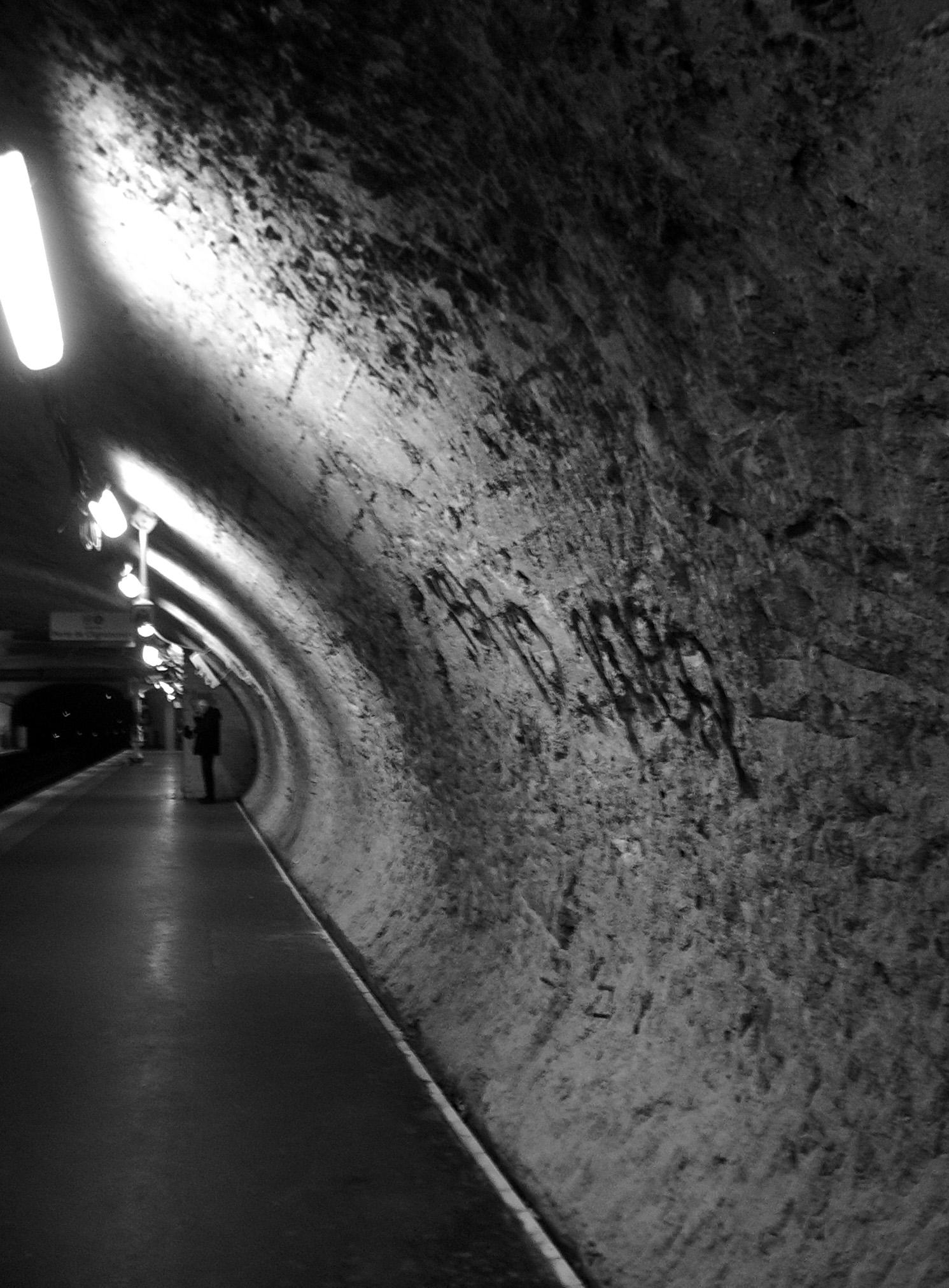 Couloir_metro_alesia