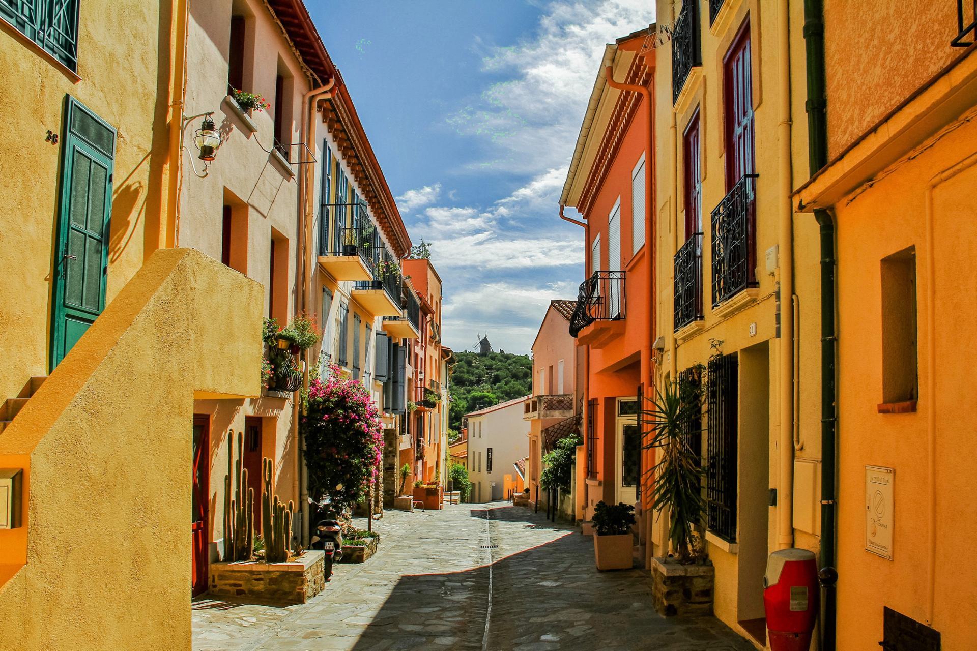 La rue ensoleillée (Collioure)