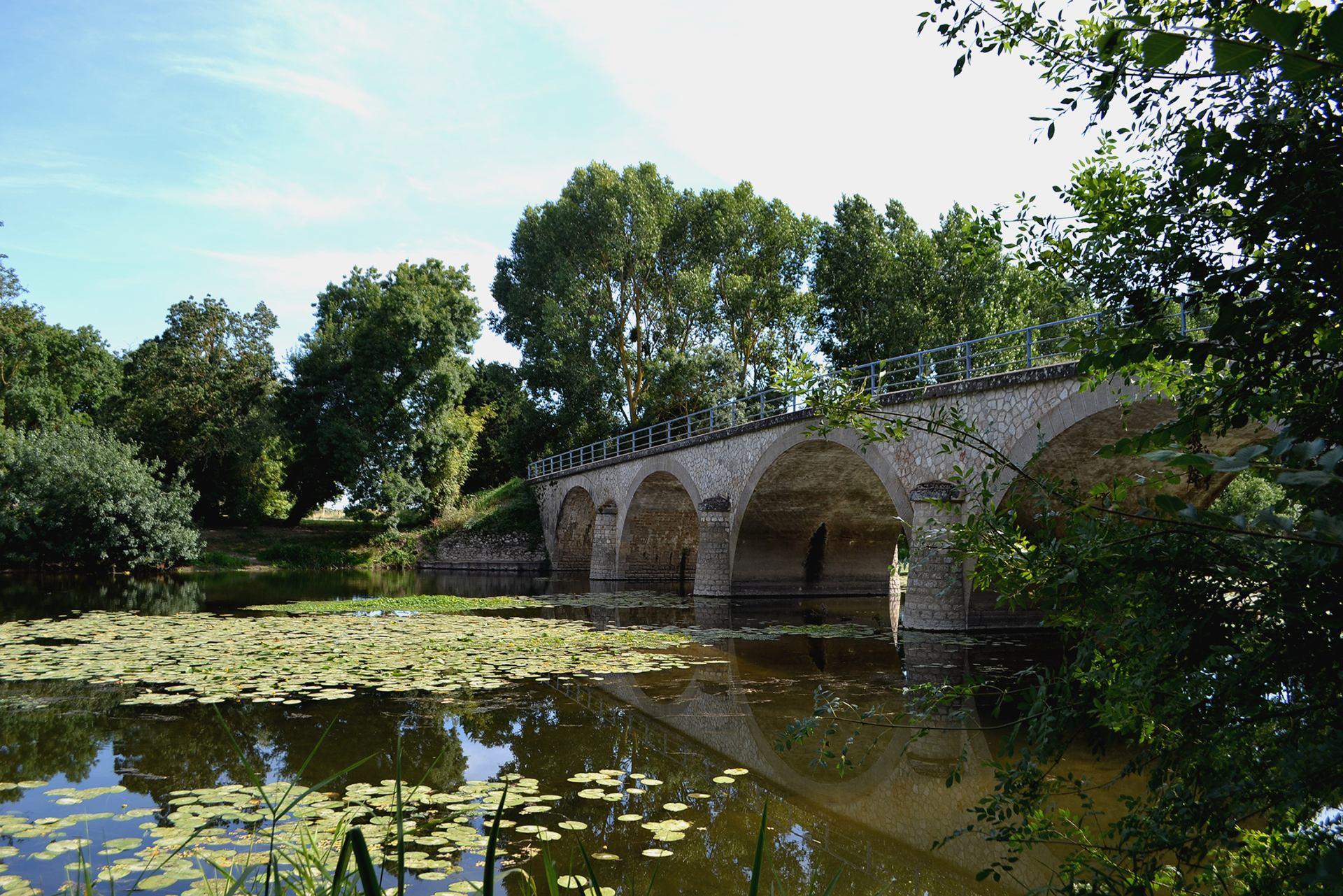 Pont sur Le Thouet-1