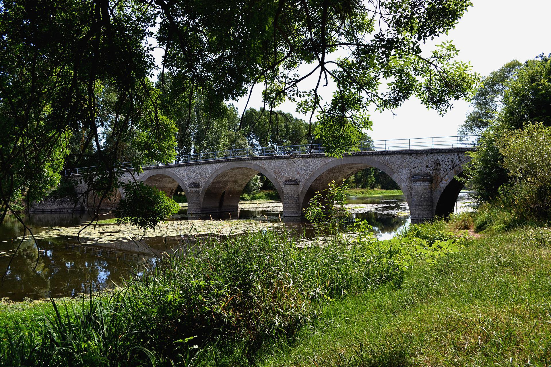 Pont sur Le Thouet-2