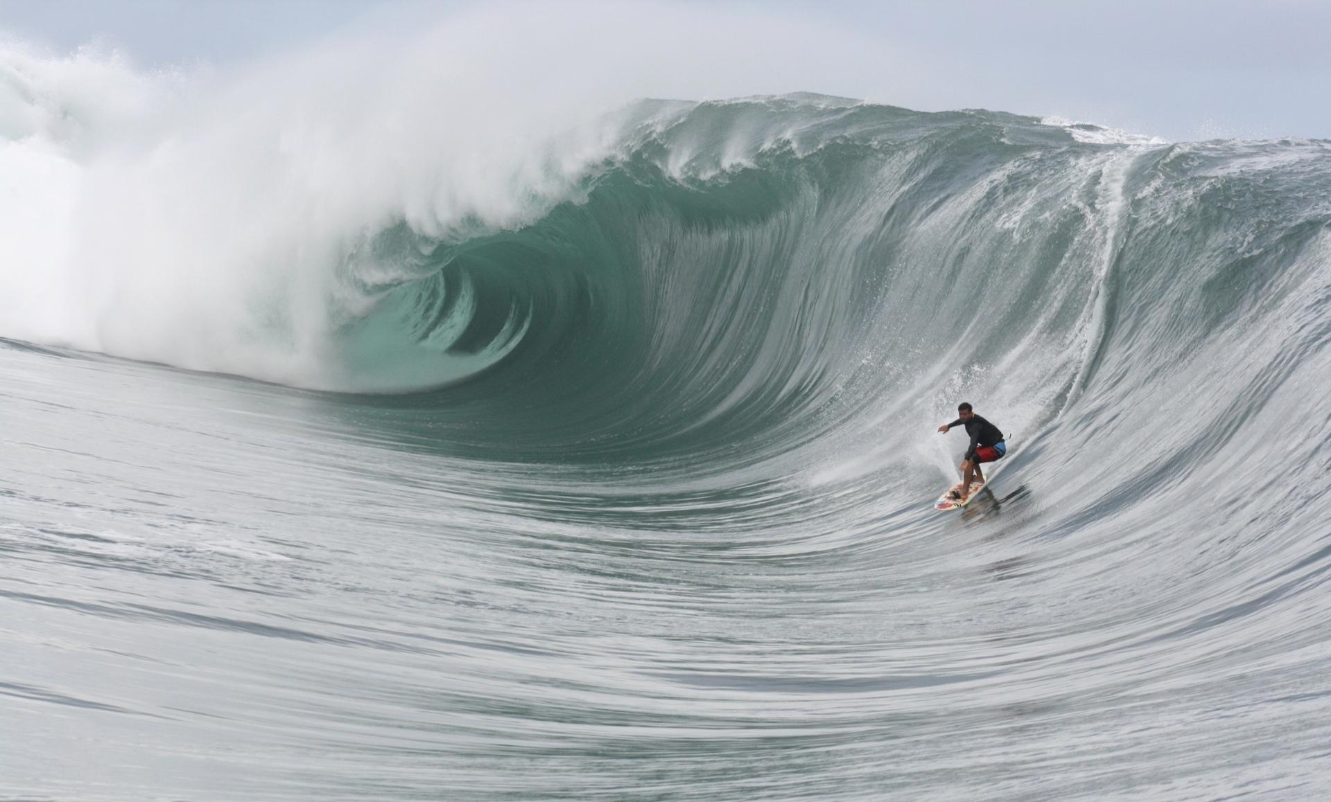 Surfeur à Teahupoo