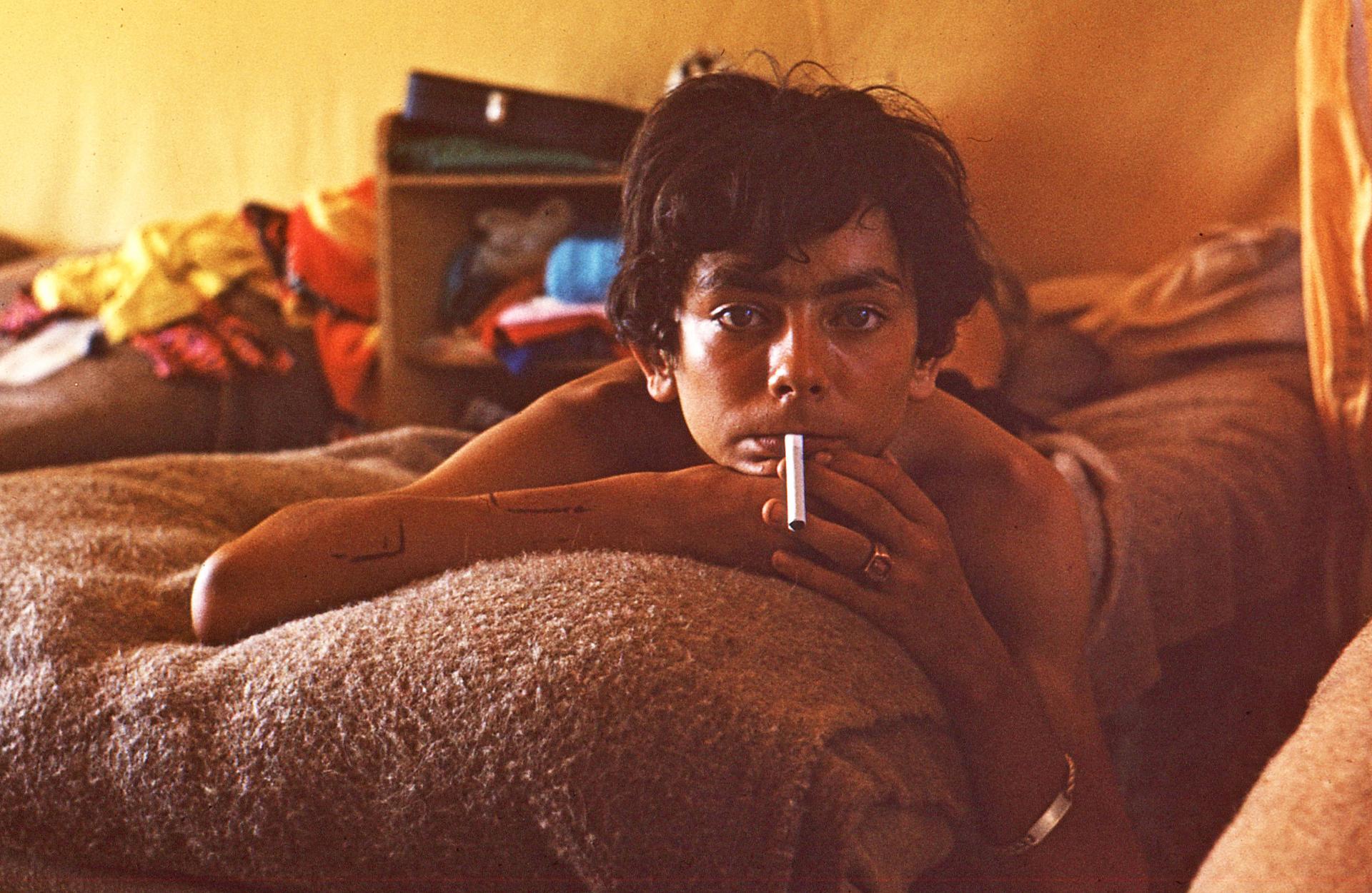 ado 1970 c.jpg - Scarifications et cigarette
