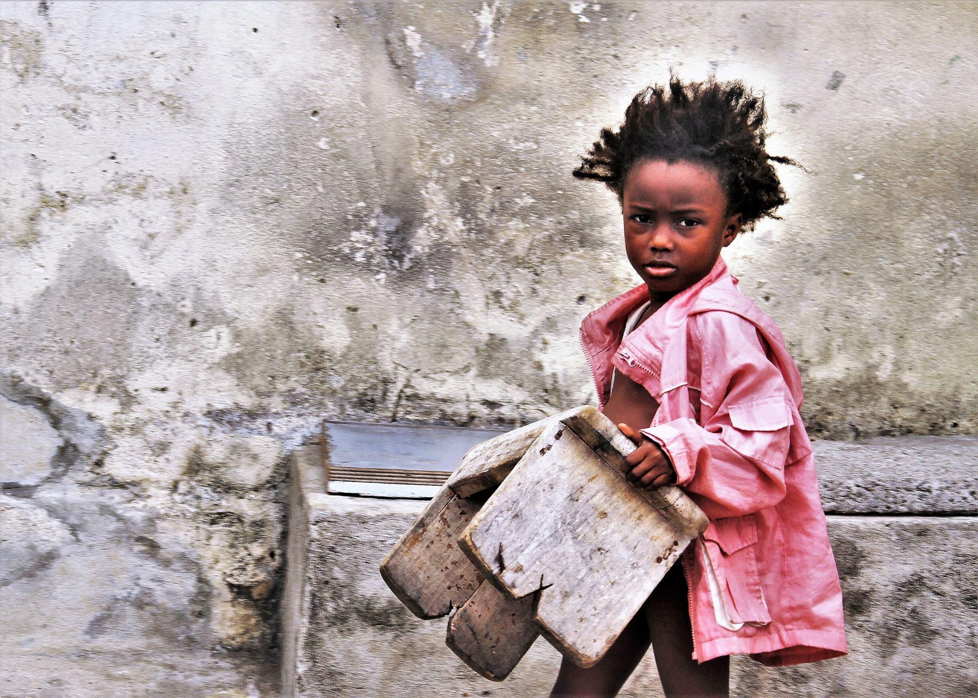 Petite fille au tabouret.jpg