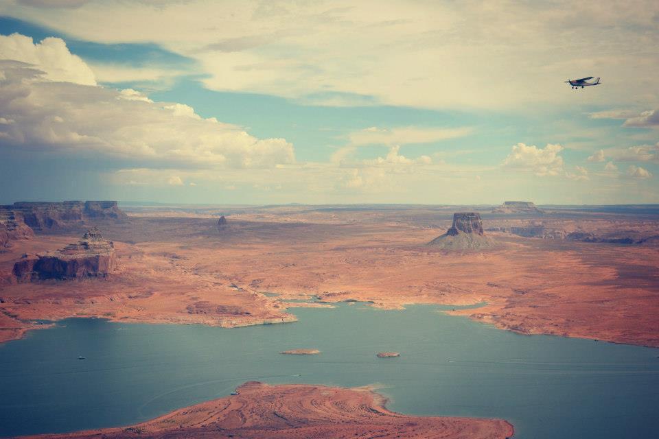 Vol au dessus du Lake Powell ( Amérique )