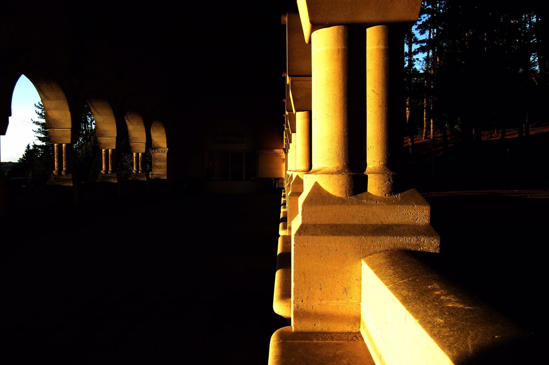 Le soleil se couche à la basilique de Lisieux.
