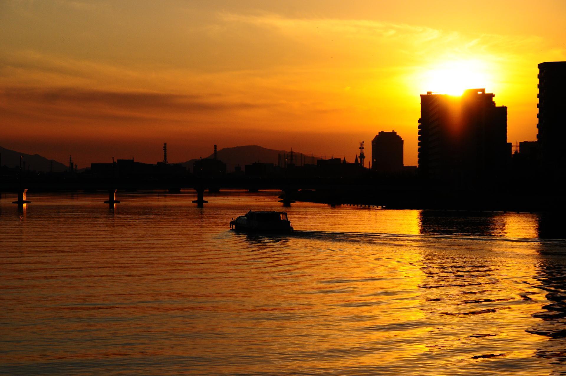 Nippon...In the Land of the Rising Sun... on Shinano river Niigata.