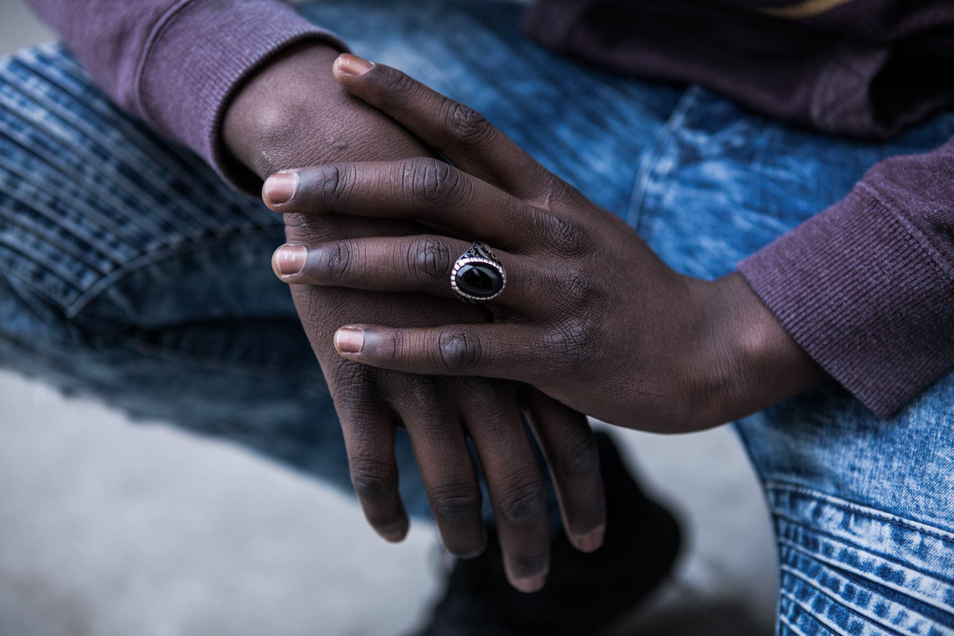 ses mains ...
