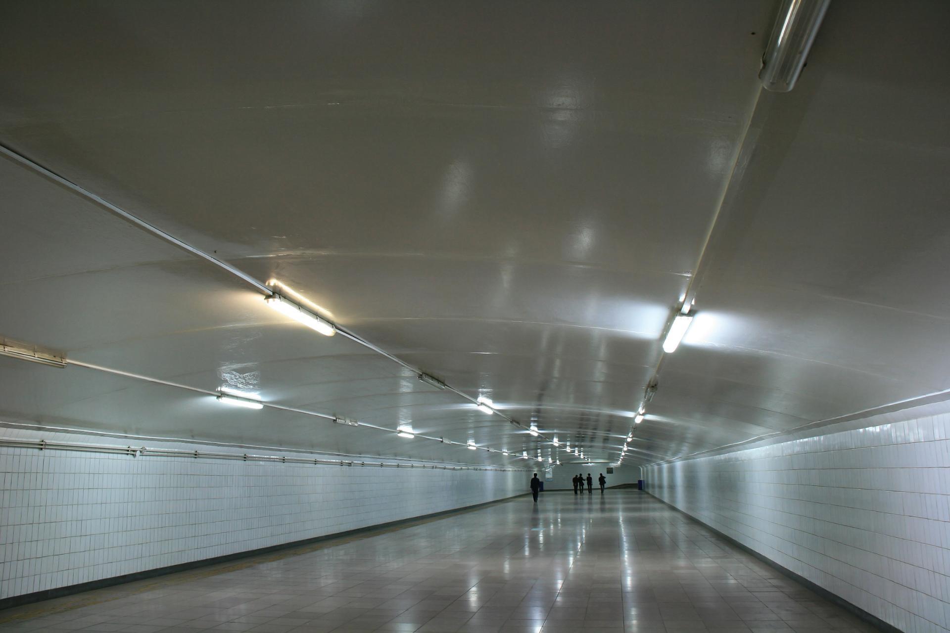 Passage souterrain - Place de la Porte de la Paix céleste (Pékin - Chine)