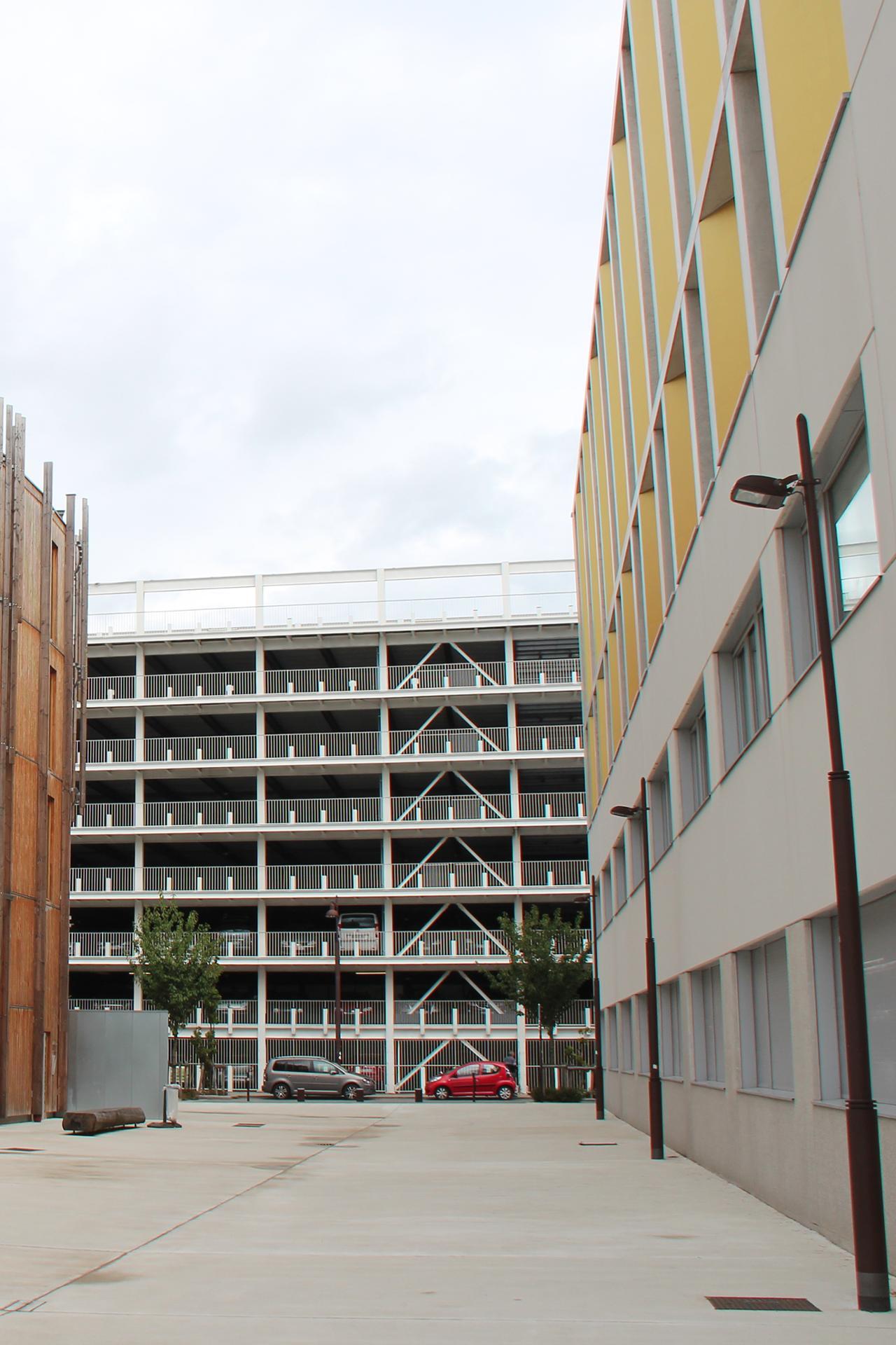 Nantes : Atlanbois, parking aérien et Grafipolis