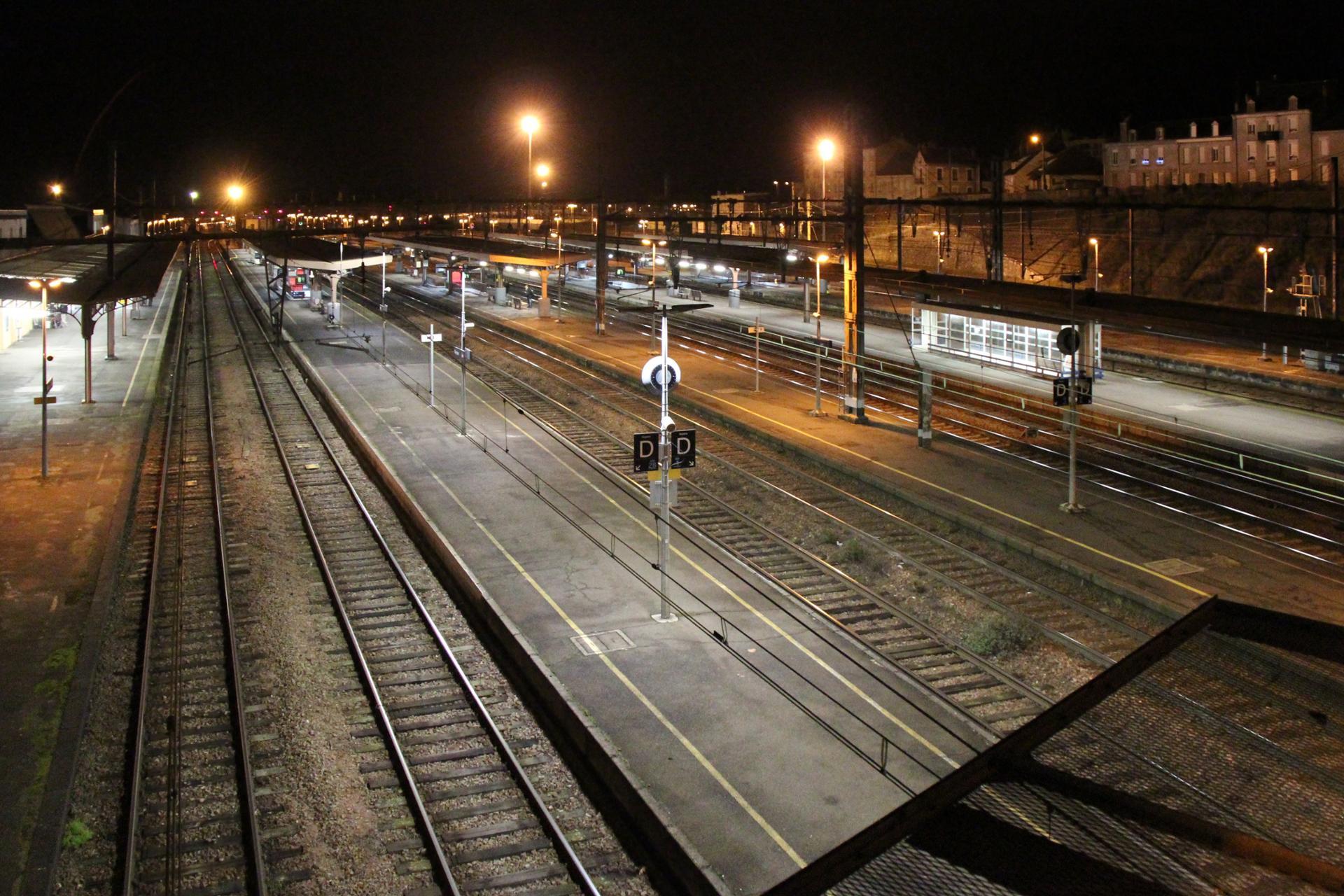 Le Quai [nocturne] - Gare de Vierzon (18).jpg
