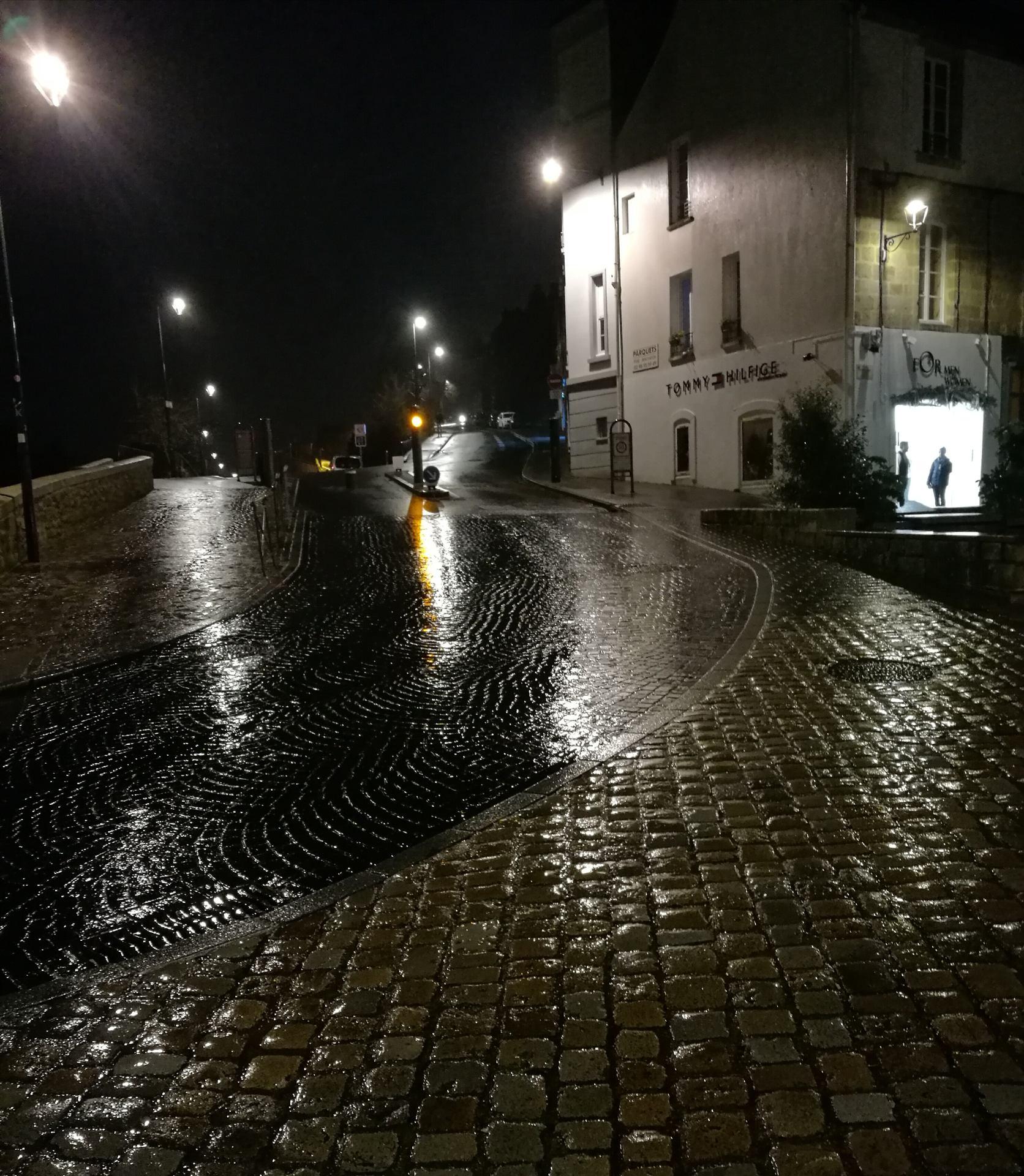 Au Carrefour de la Nuit