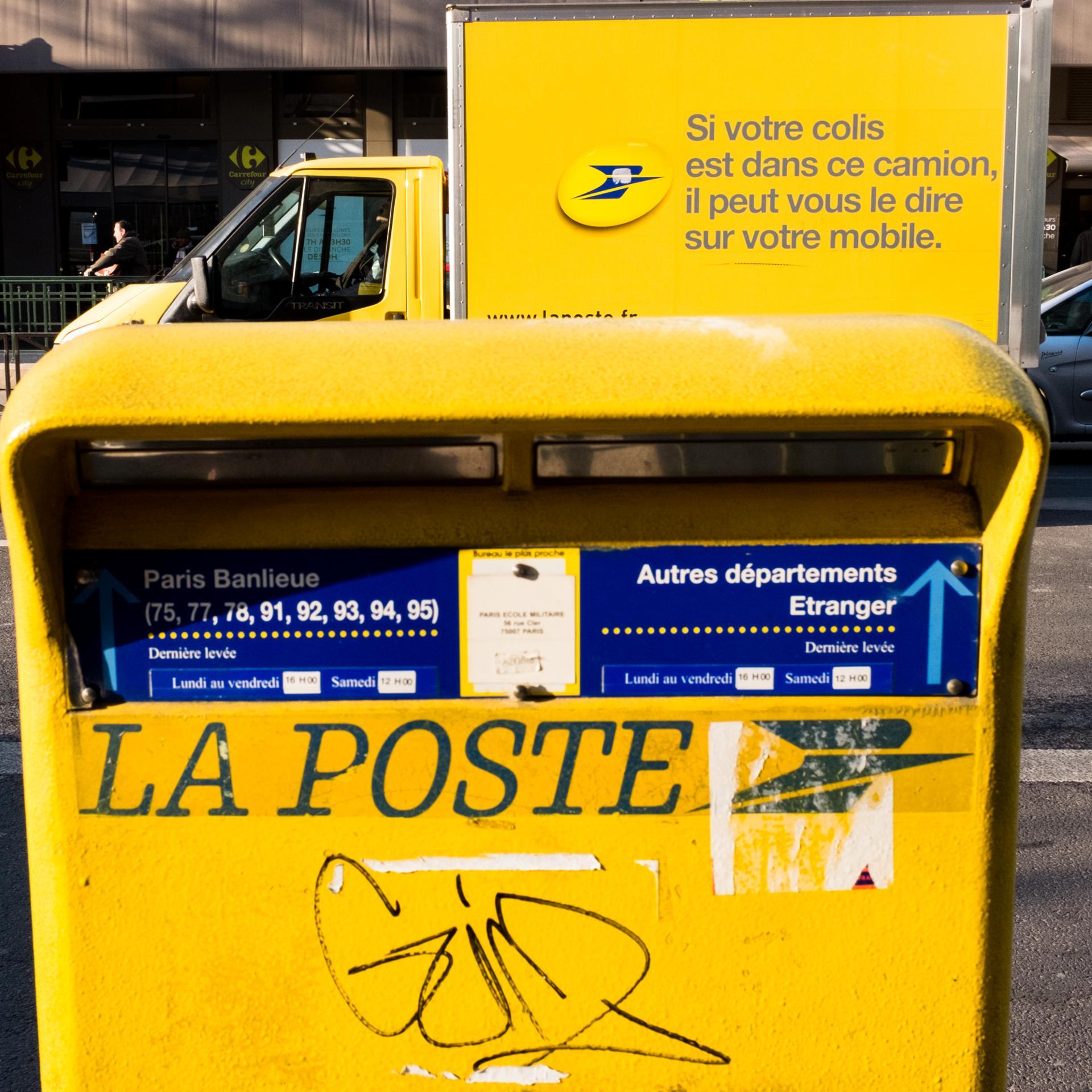 La poste est partout.001.jpg