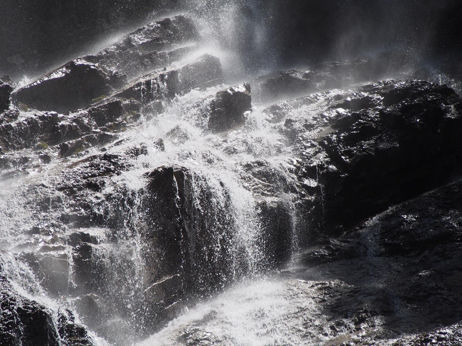 Une cascade de montagne