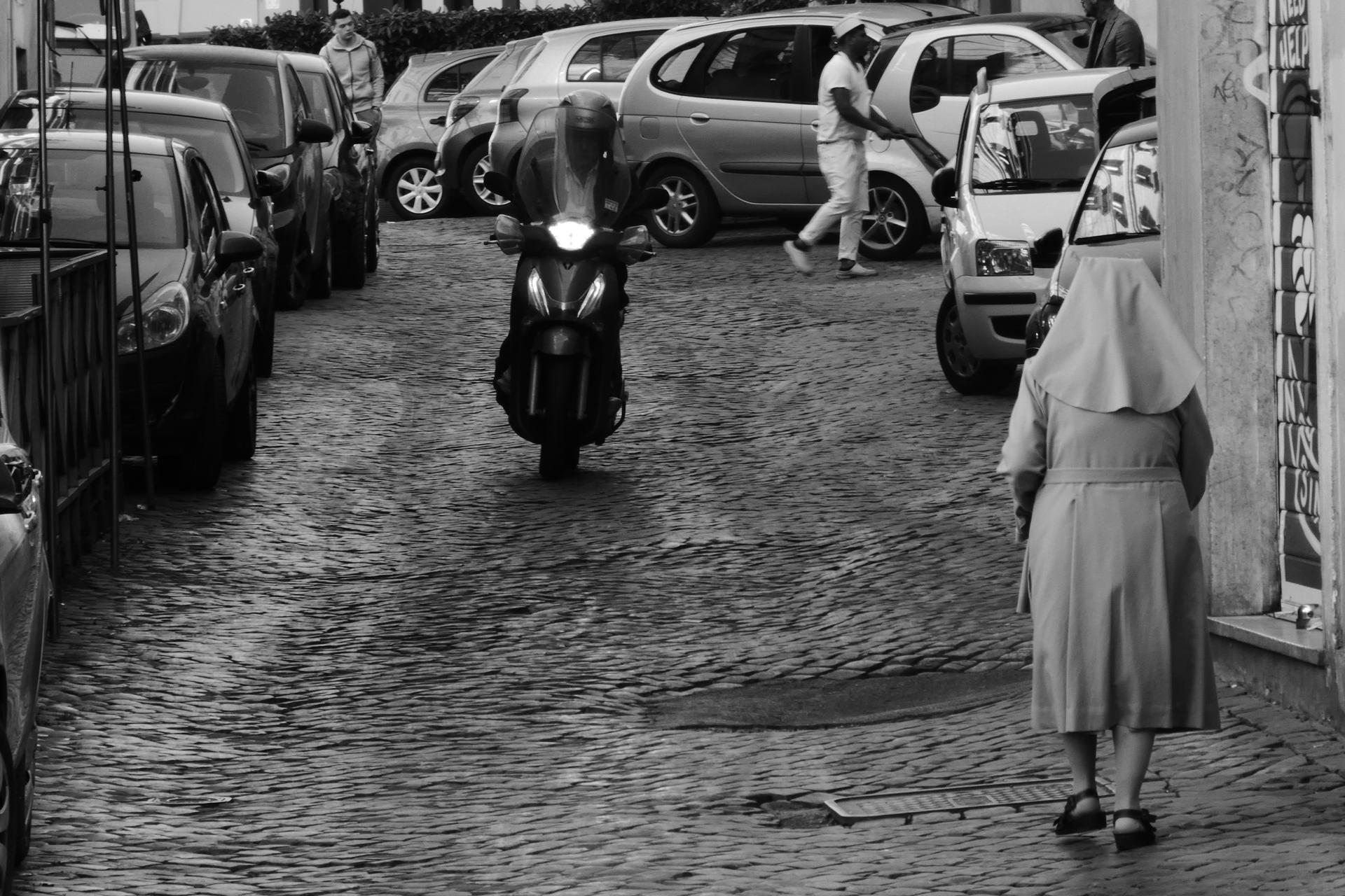 La nonne et le scooter