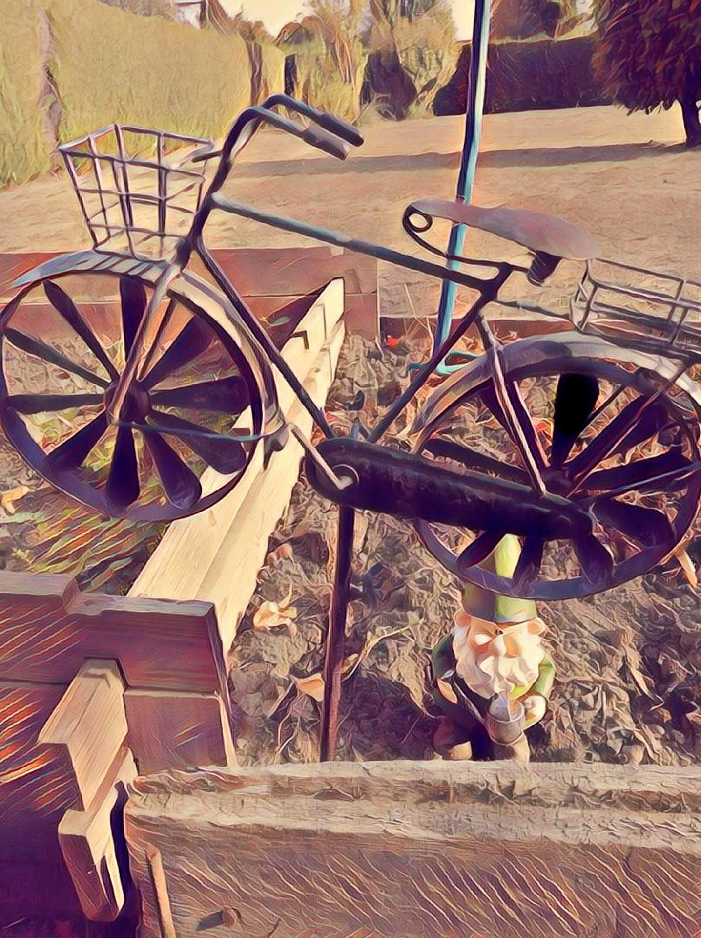 Vélo et nain de jardin