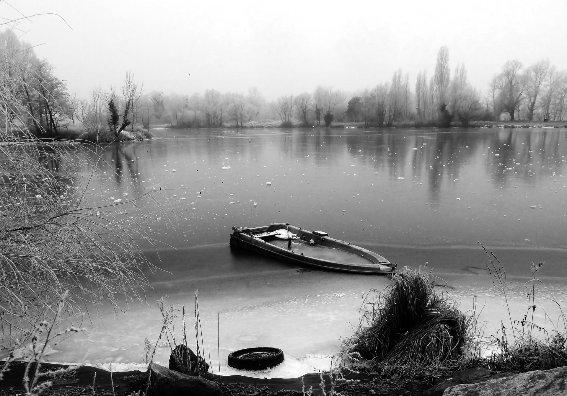 Le calme du lac gelé