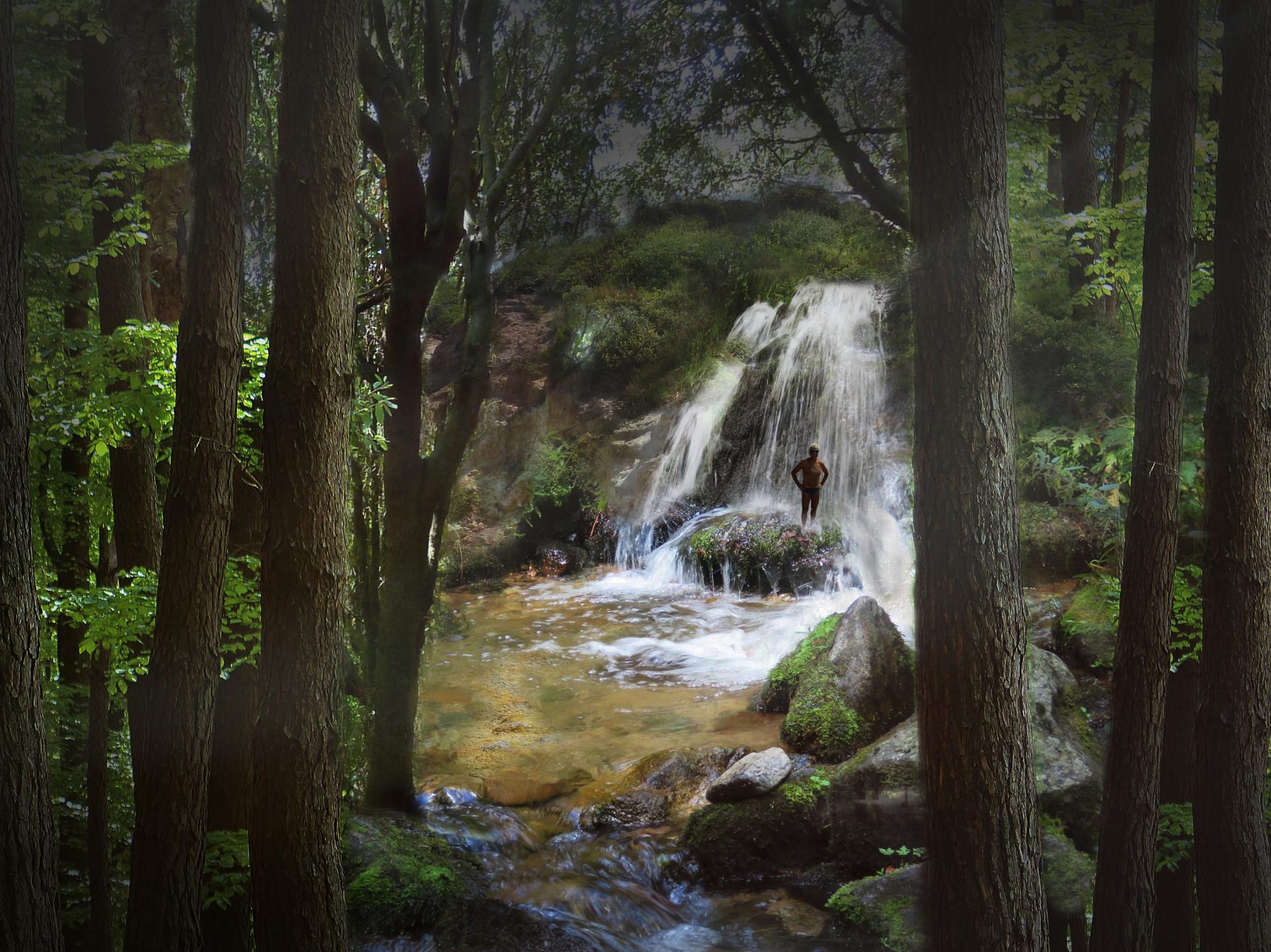 Dans la fraicheur d'une cascade.jpg
