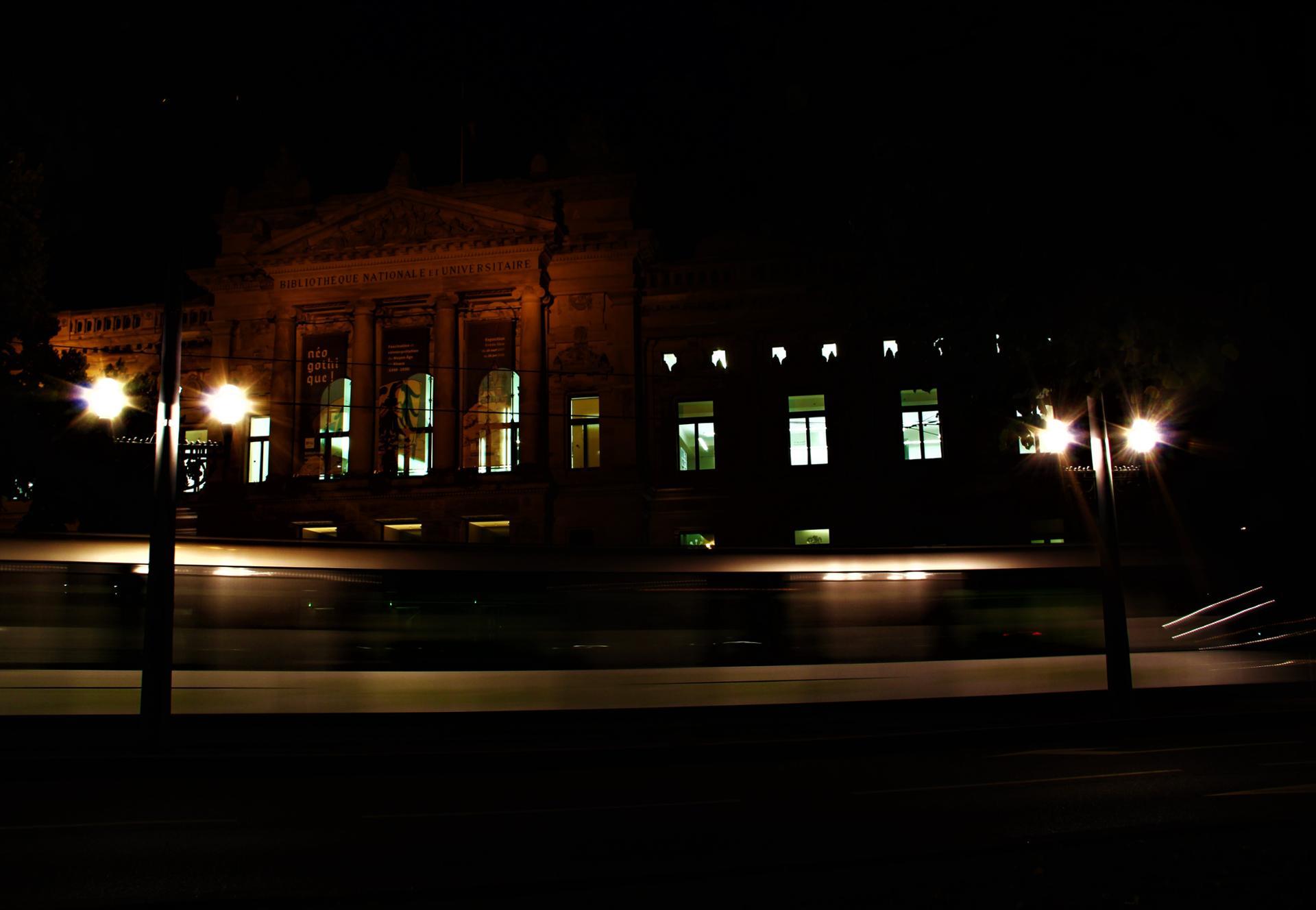 Rouler de nuit... à la vitesse de l'éclair pour rattraper le temps perdu !