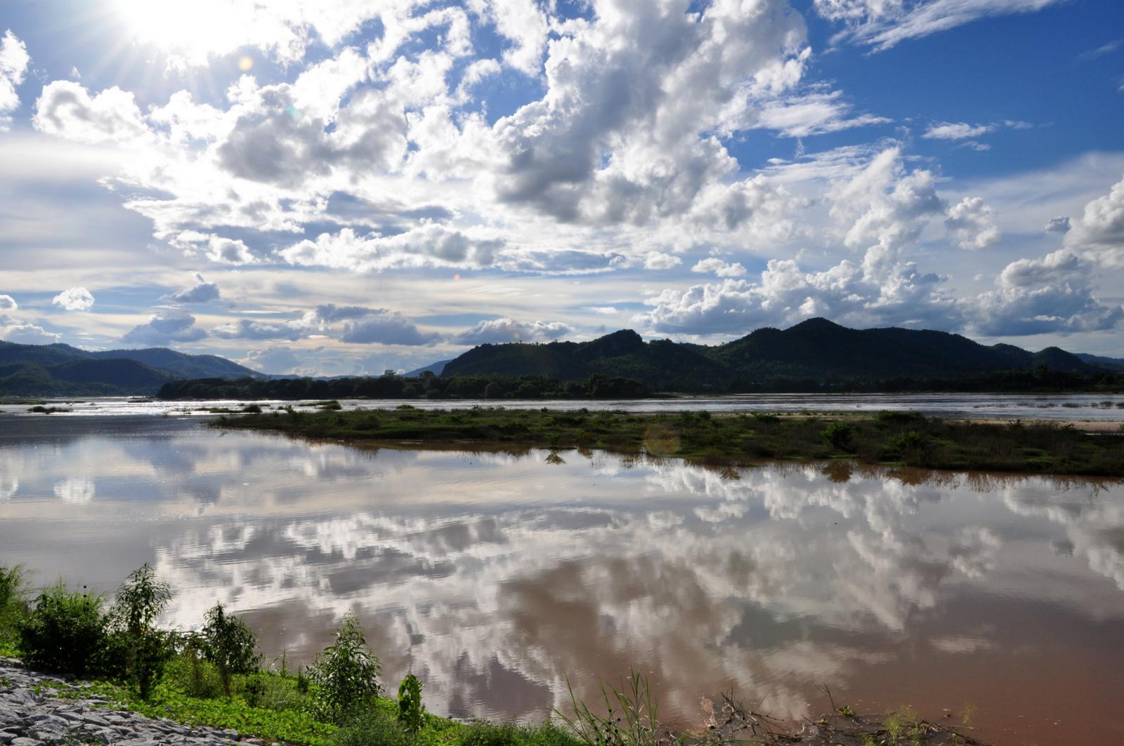 Miroir dans le Mékong