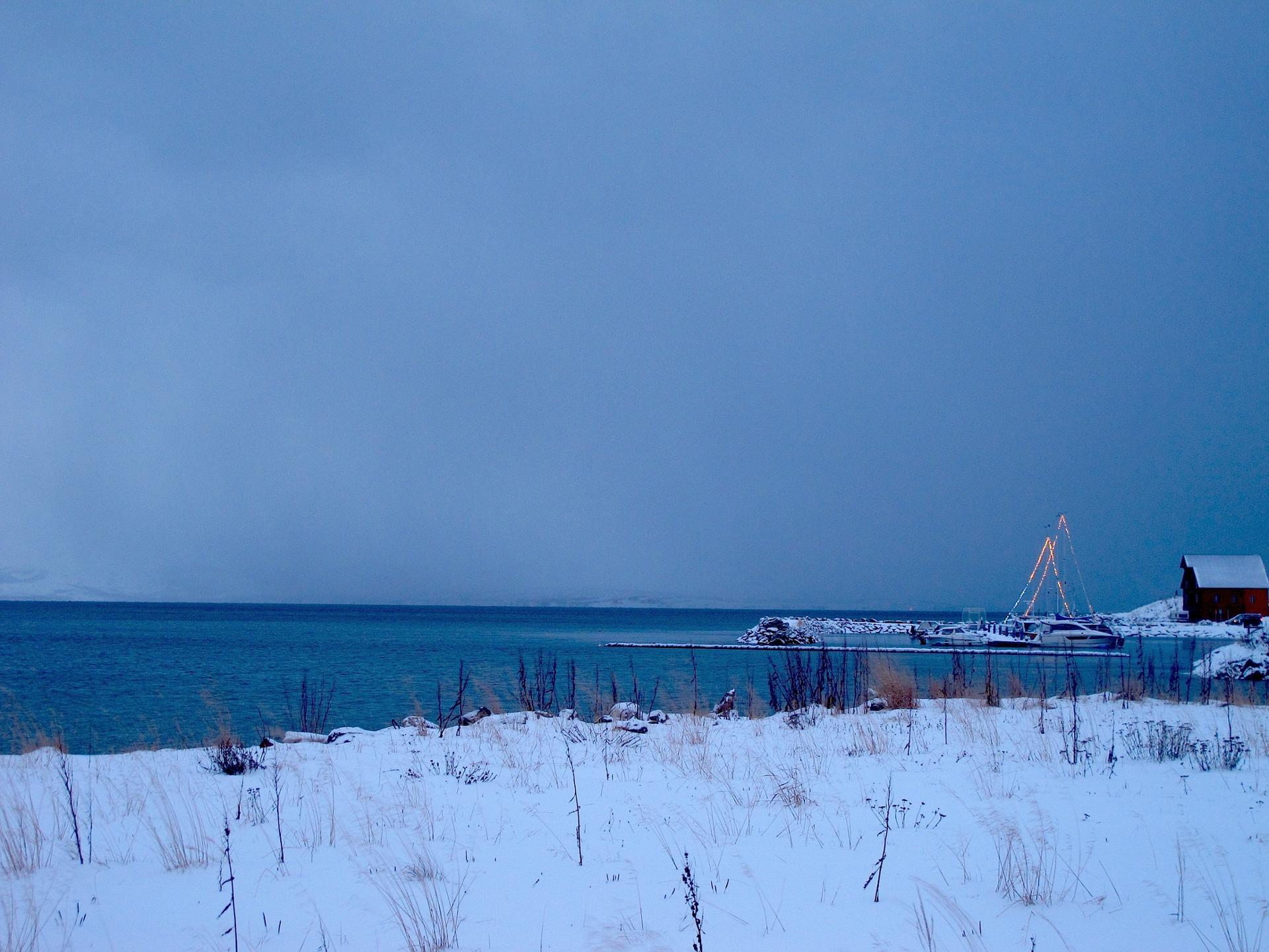 Cabane de pêcheur au bord de l'océan
