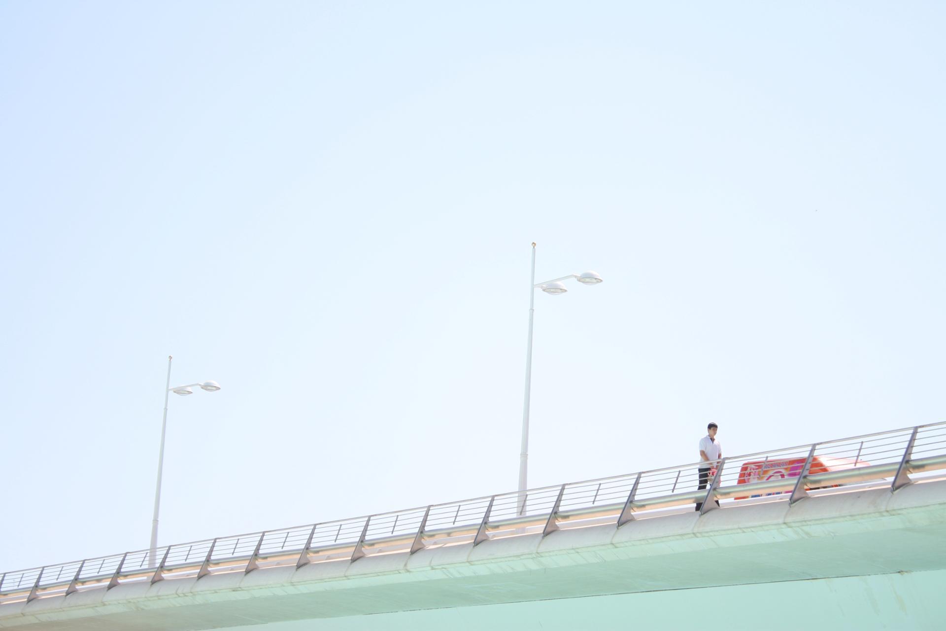 Un homme sur le pont