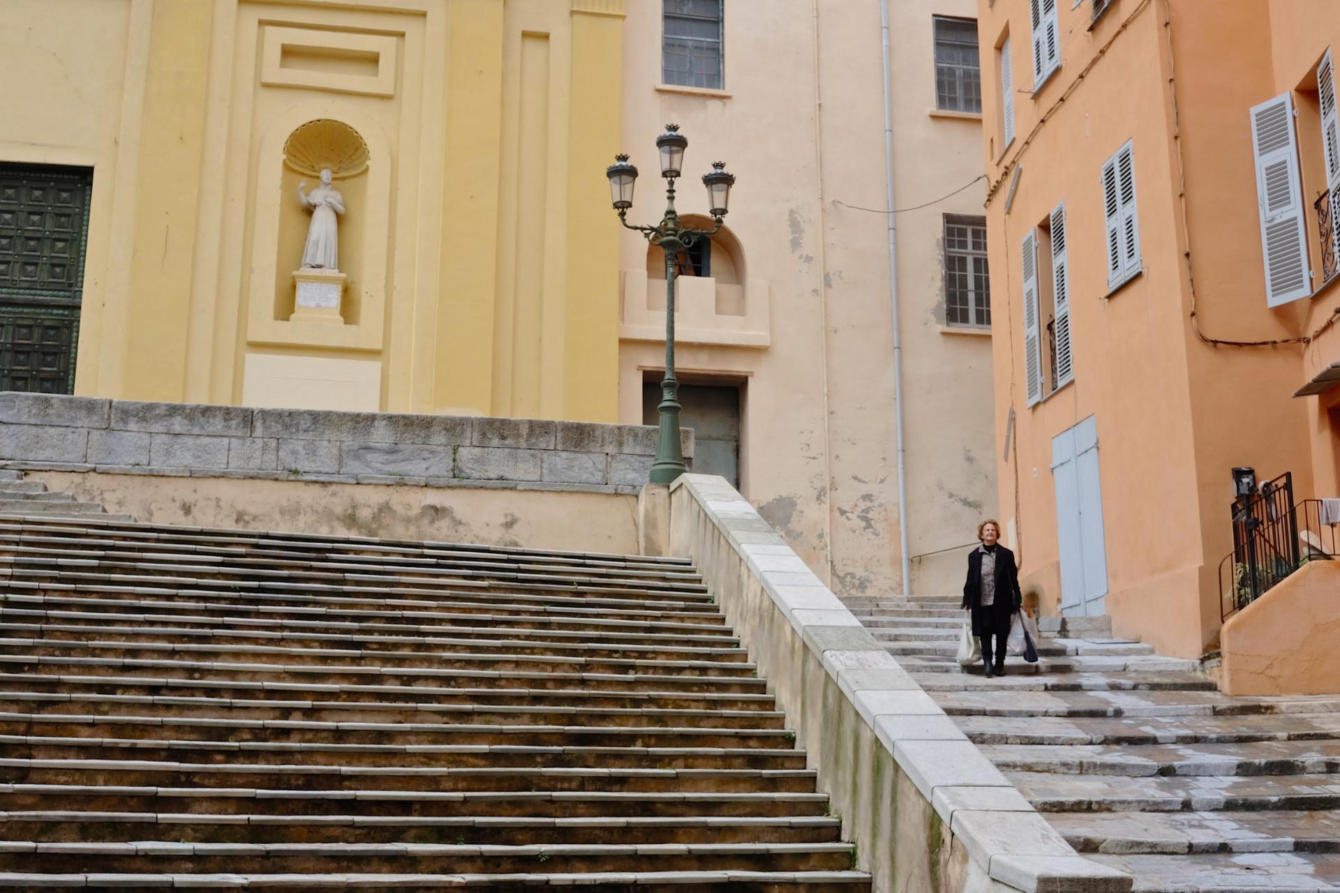 sur les marches de Bastia