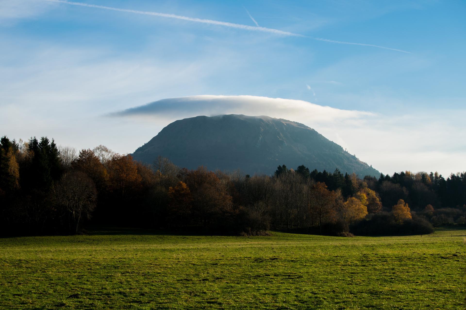 nuage sur le Puy de dôme