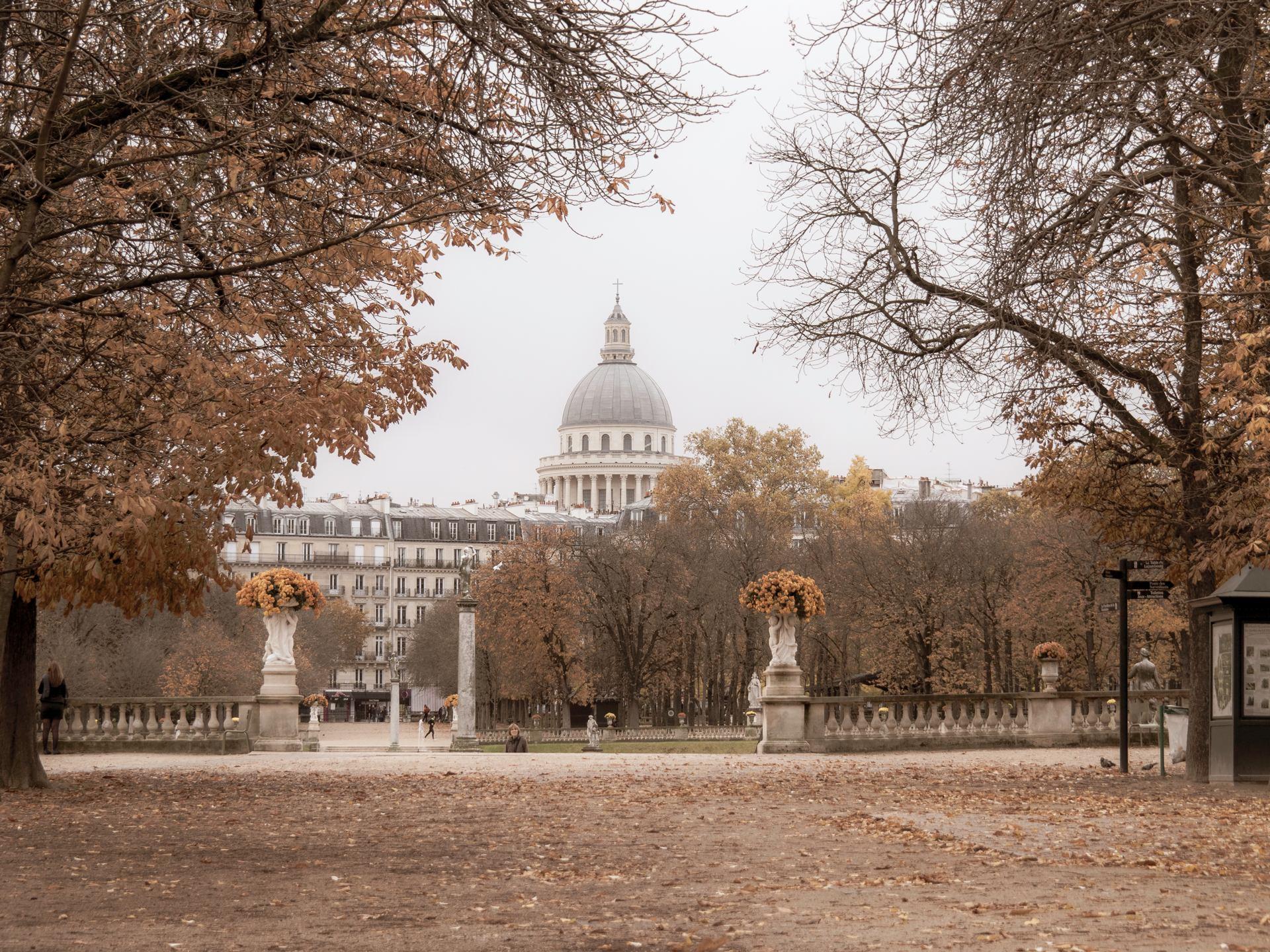 L'automne regarde le Panthéon